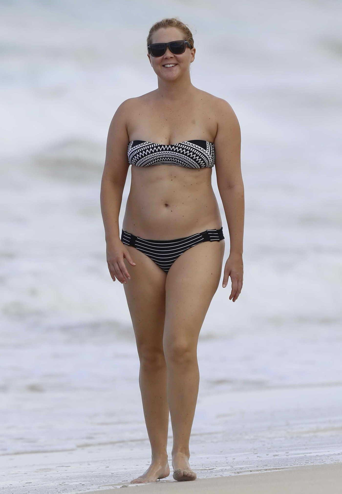 Amy Schumer Wearing a Bikini at the Beach in Hawaii 07/16/2016