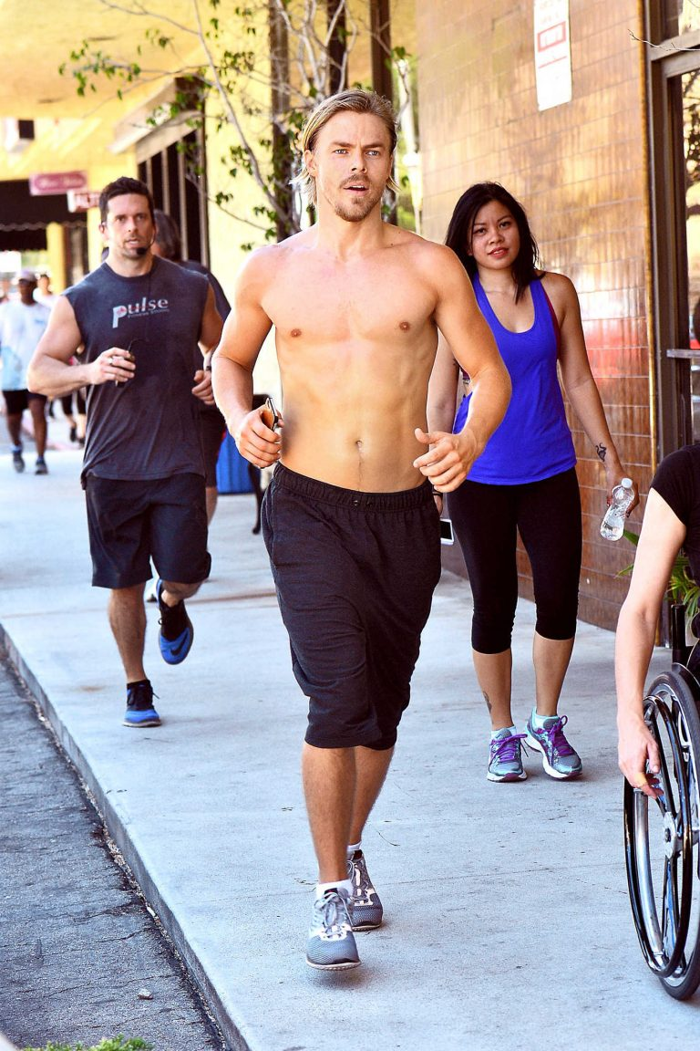 Derek Hough Was Seen Out in Beverly Hills 07/09/2016-1