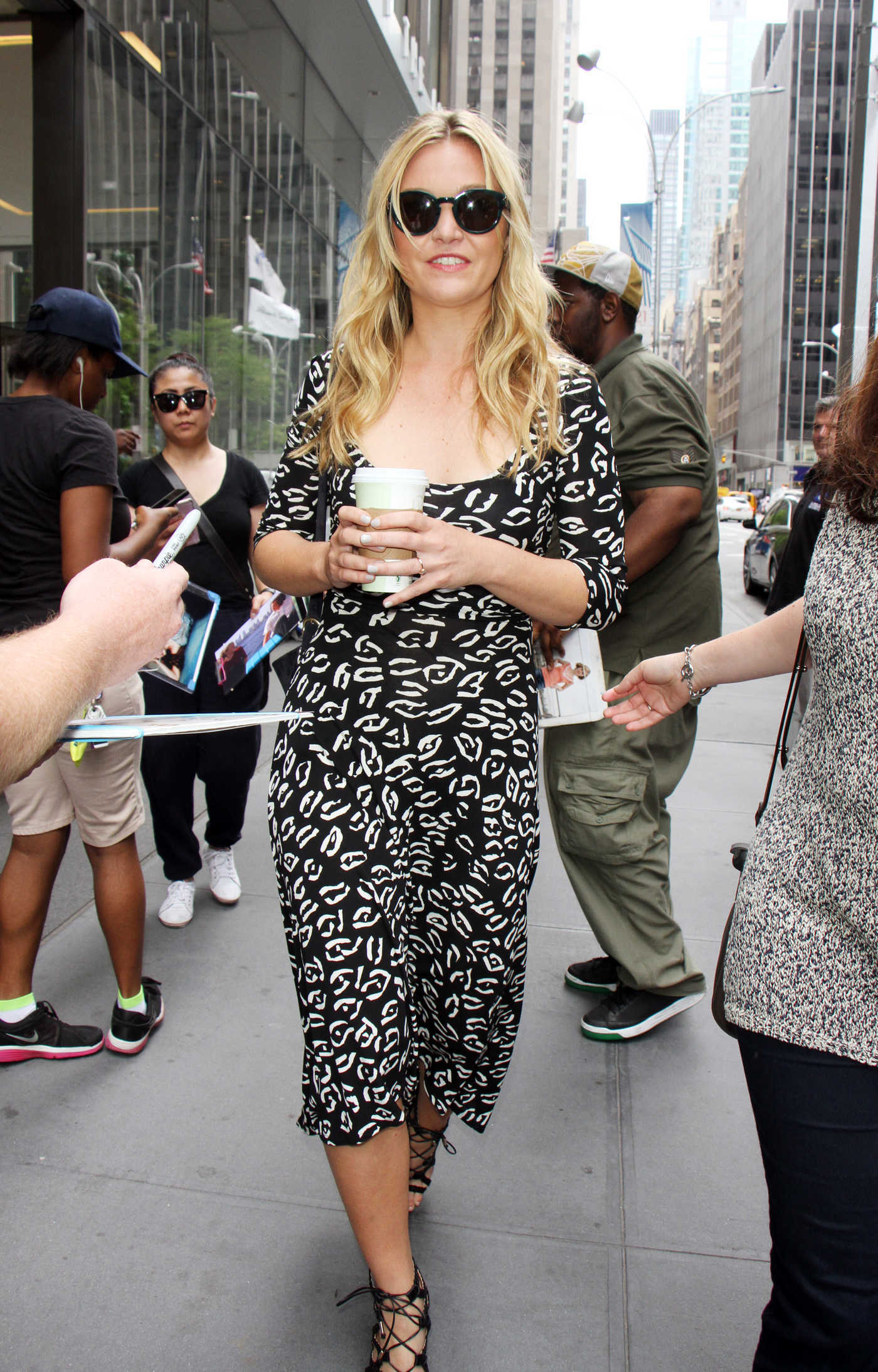 Julia Stiles Arrives at SiriusXM Studios in New York City 07/07/2016