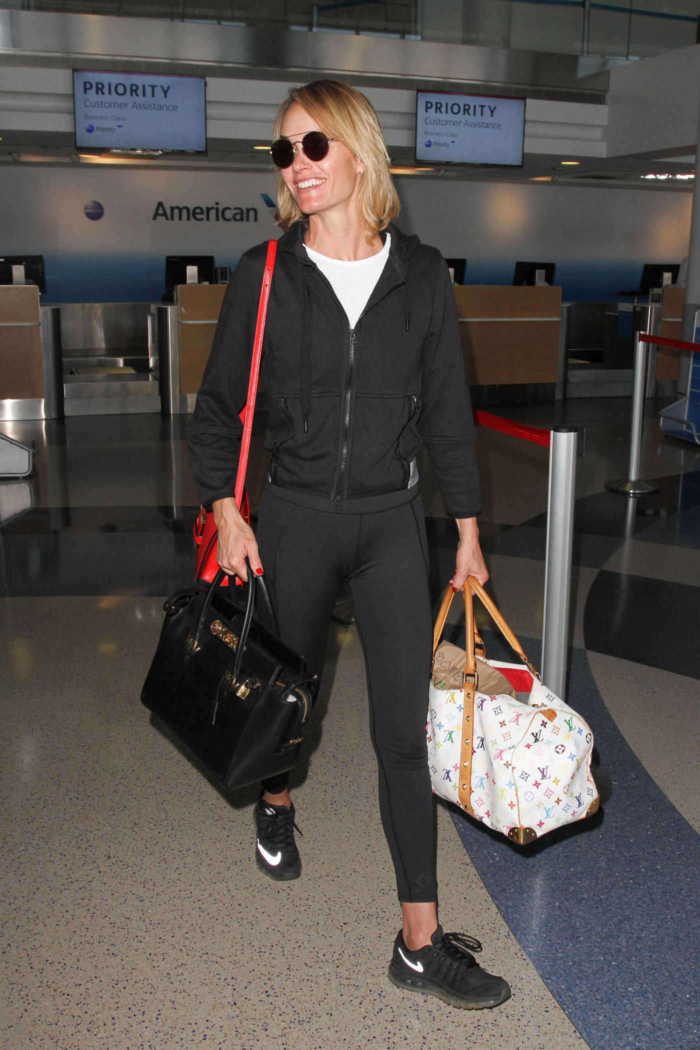 Amber Valletta at Los Angeles International Airport 08/24/2016