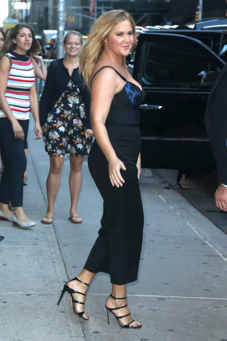 Amy Schumer Arrives at The Late Show in NYC 08/22/2016-1