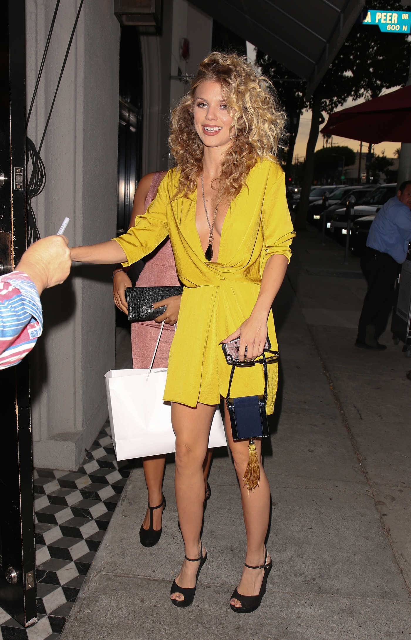 AnnaLynne McCord Arrives For Dinner at Craig's Restaurant in West Hollywood 08/06/2016