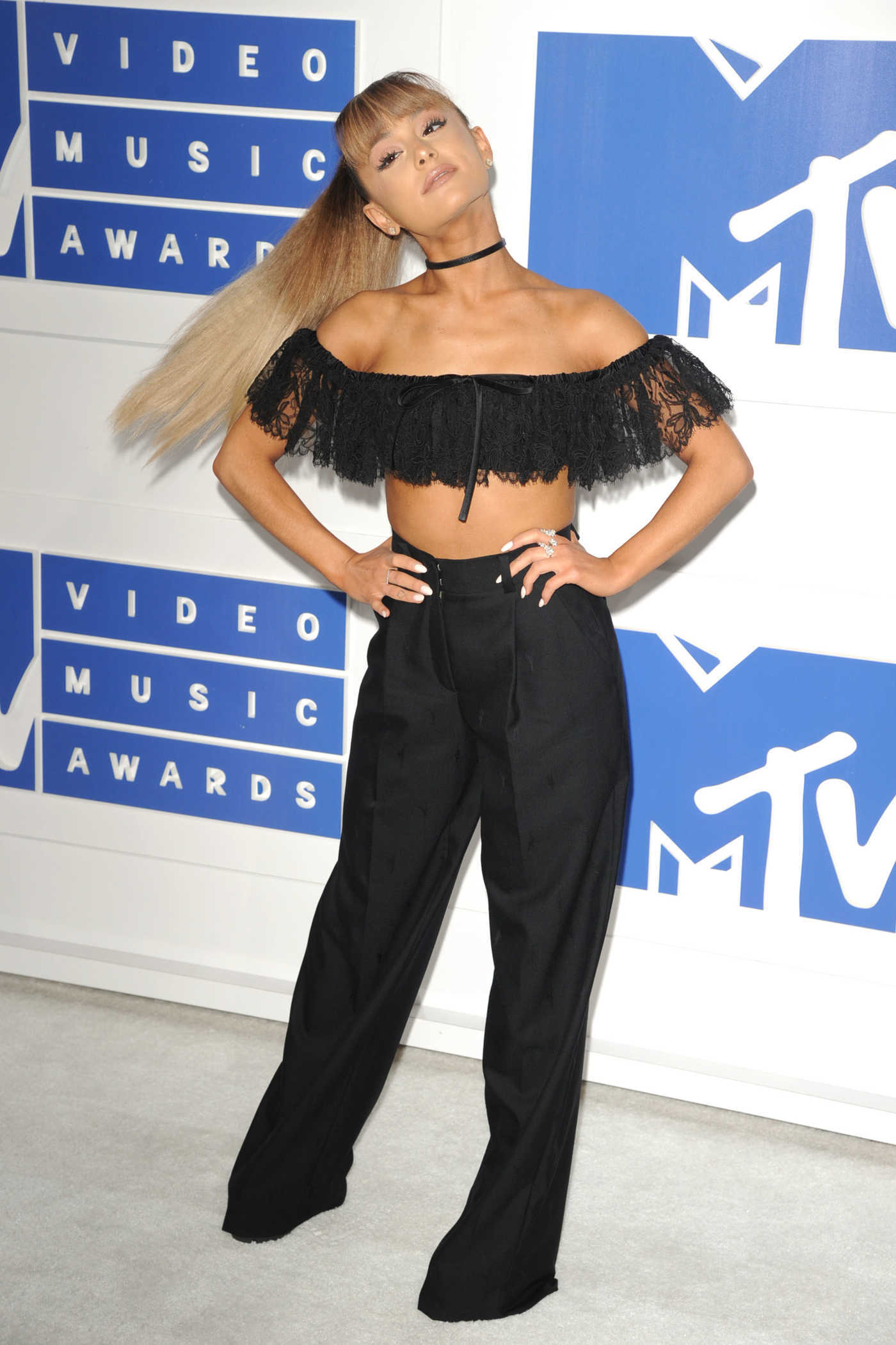 Ariana Grande at 2016 MTV Video Music Awards at Madison Square Garden in New York 08/28/2016
