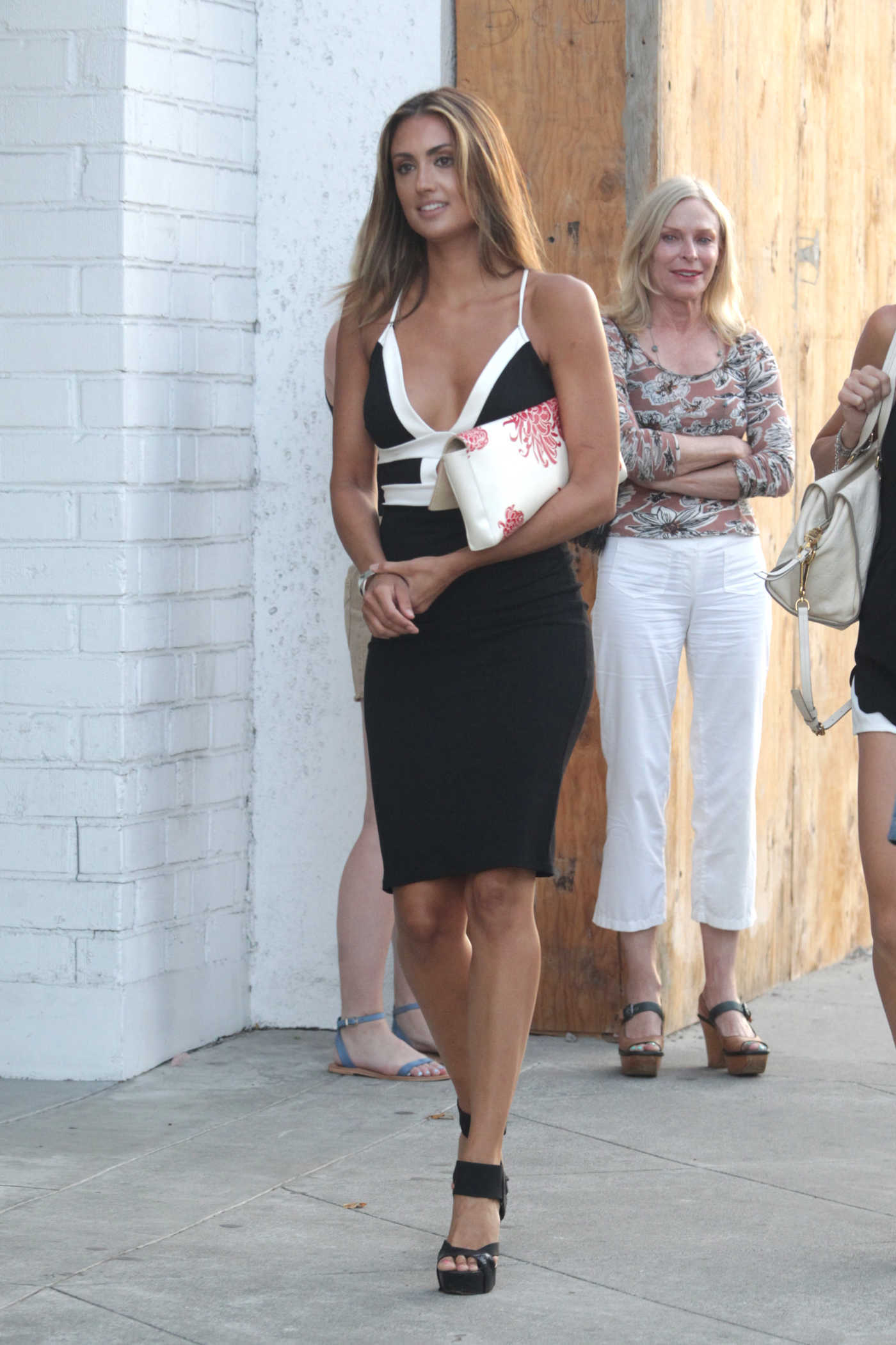 Katie Cleary Leaves Craig's Restaurant West Hollywood 08/02/2016
