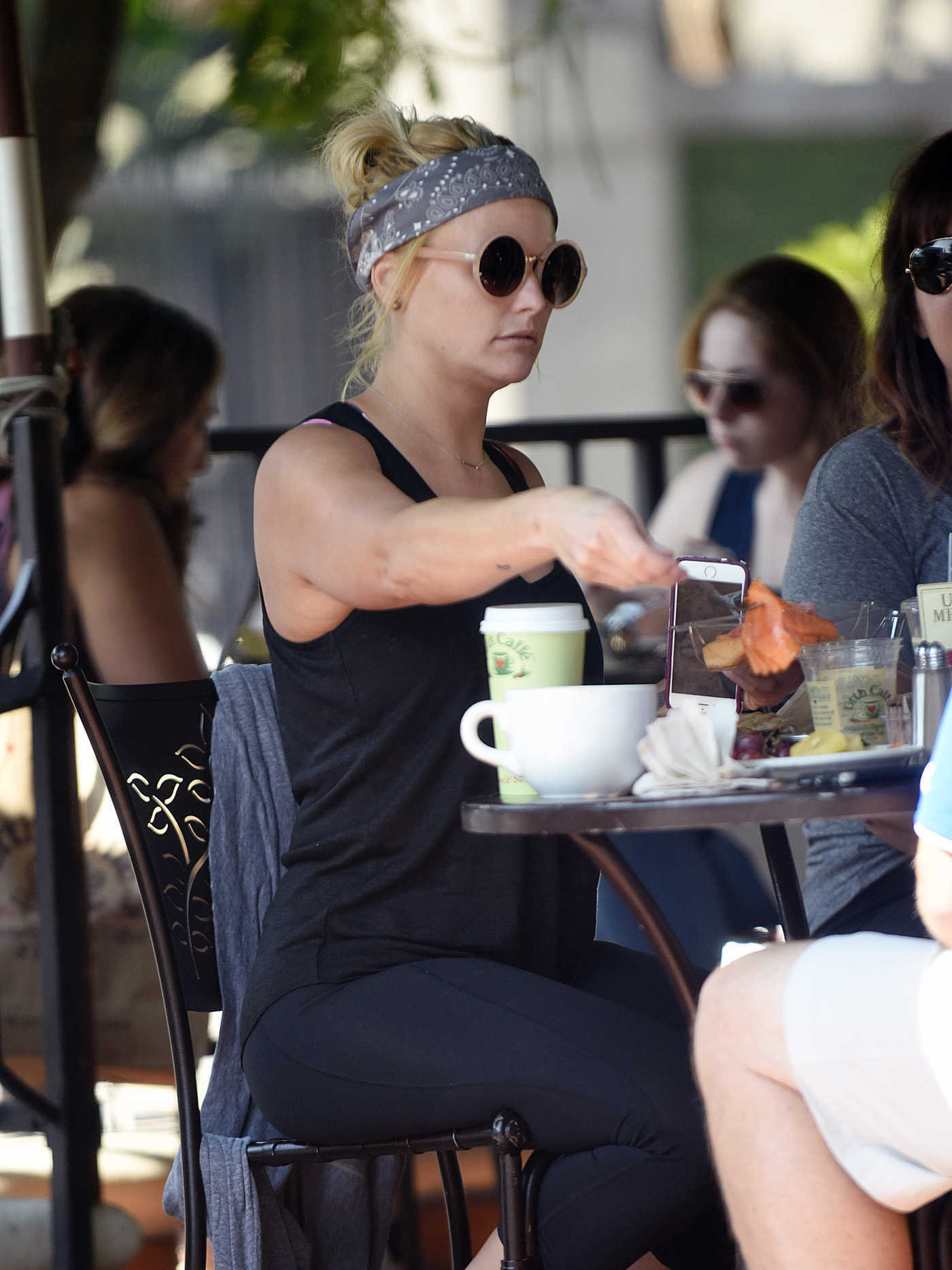 Miranda Lambert Was Seen at Urth Cafe in West Hollywood 08/03/2016