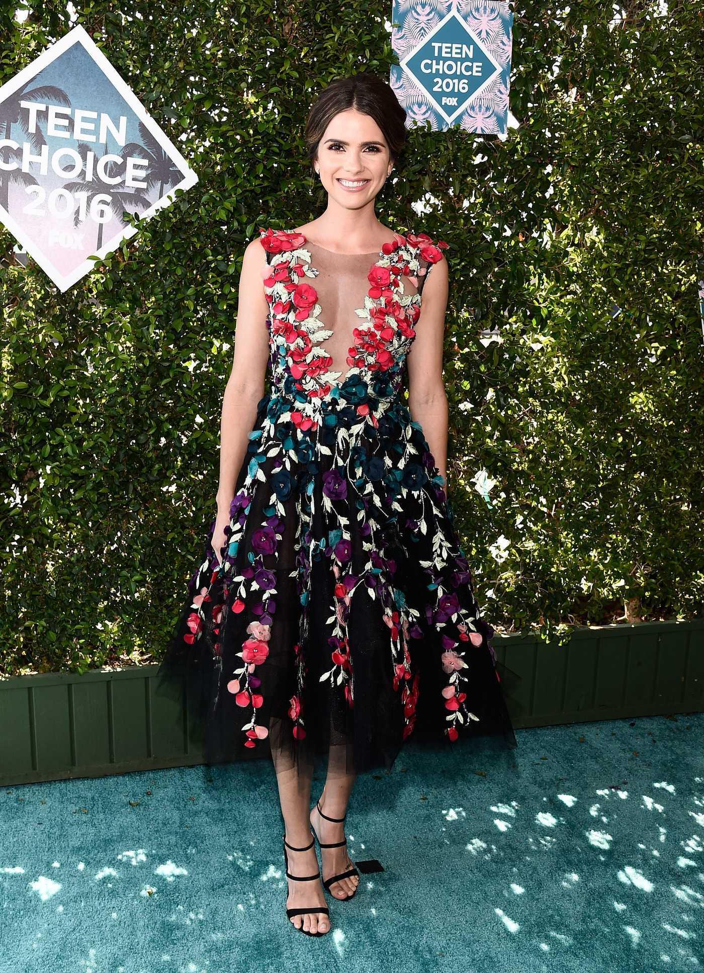 Shelley Hennig at 2016 Teen Choice Awards in Inglewood 07/31/2016
