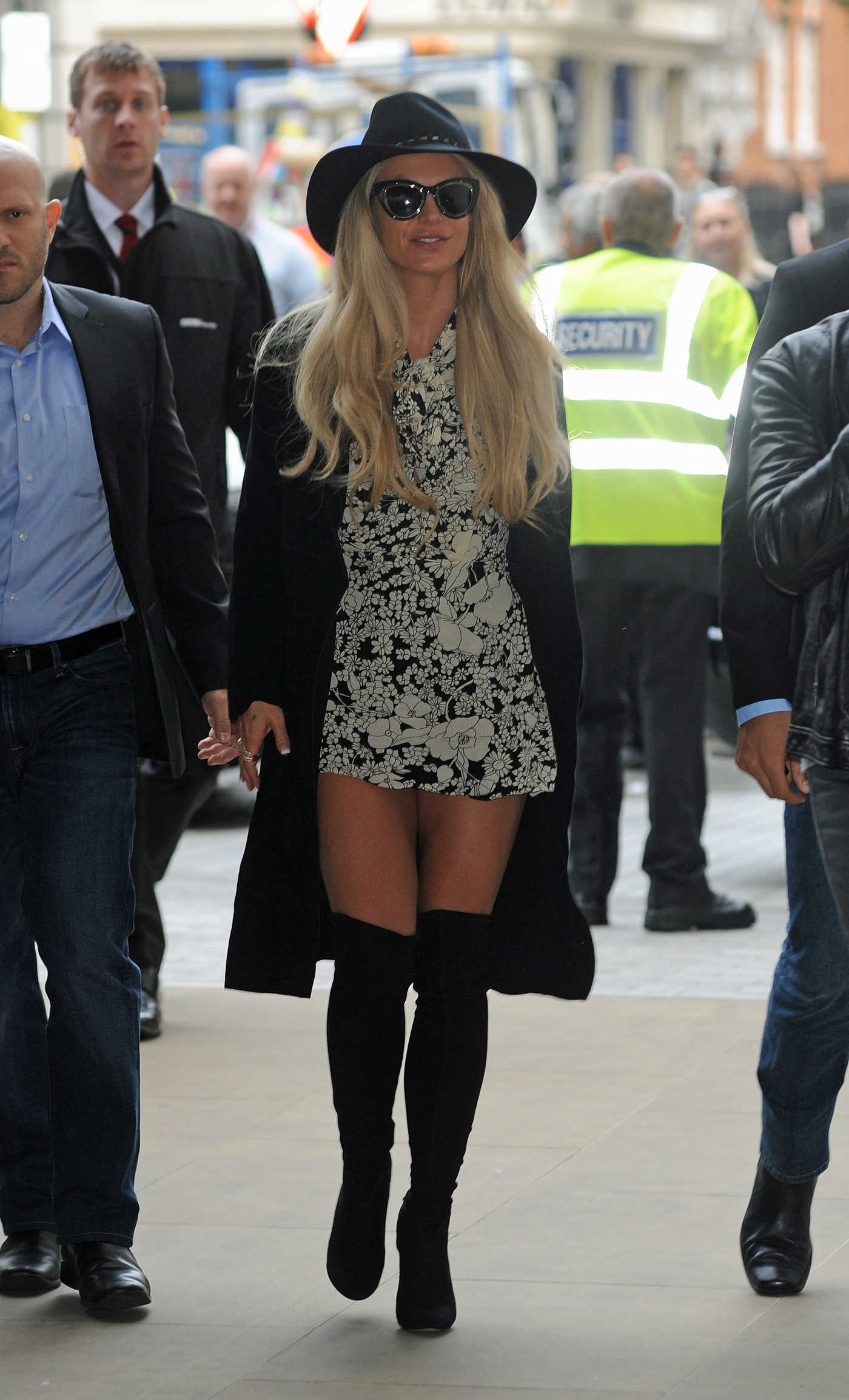 Britney Spears Arrives at BBC Radio 1 in London 09/28/2016