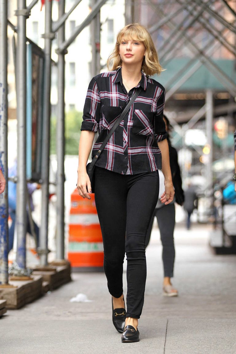 Taylor Swift Leaves Her TriBeCa Apartment in New York City 09/29/2016-1