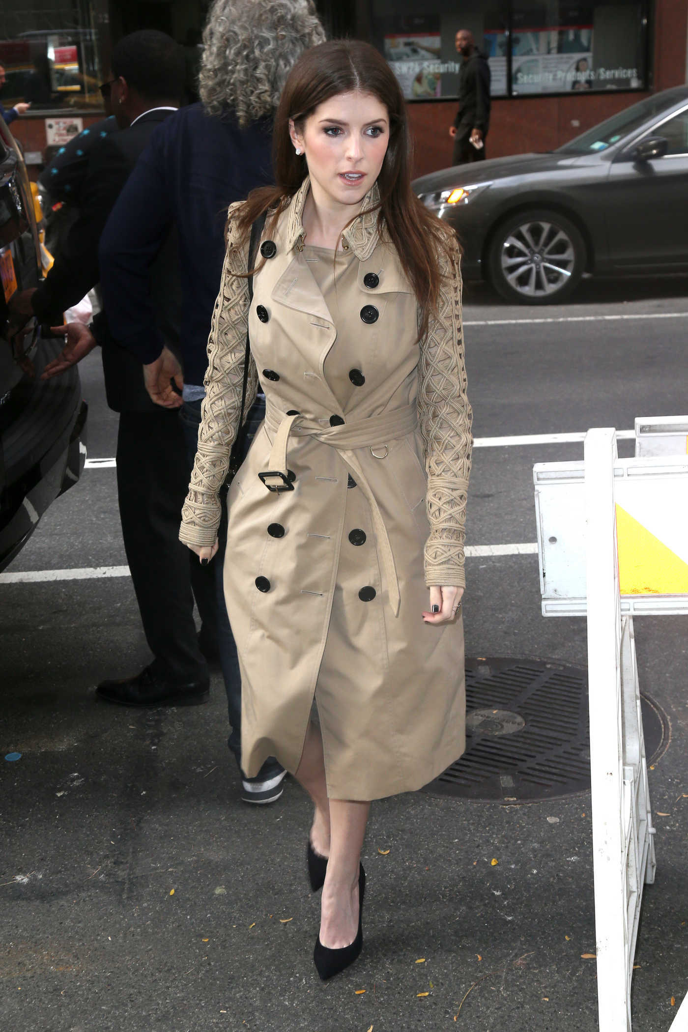Anna Kendrick Arrives at The Today Show in New York 10/20/2016