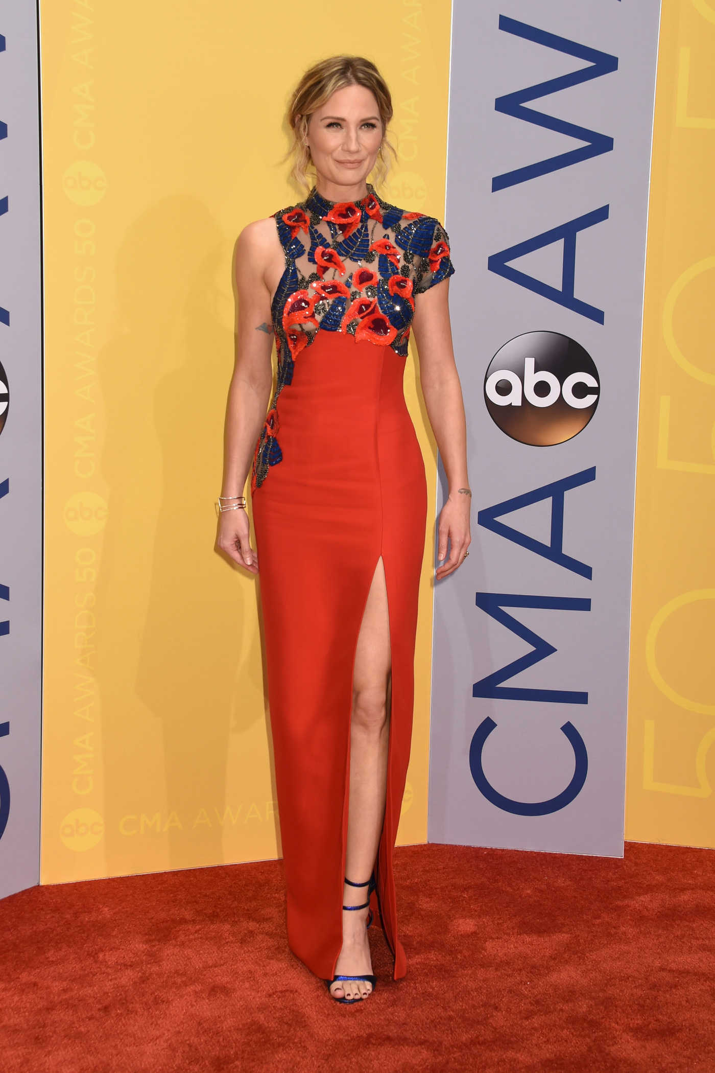 Jennifer Nettles at the 50th Annual CMA Awards at Music City Center in Nashville 11/02/2016
