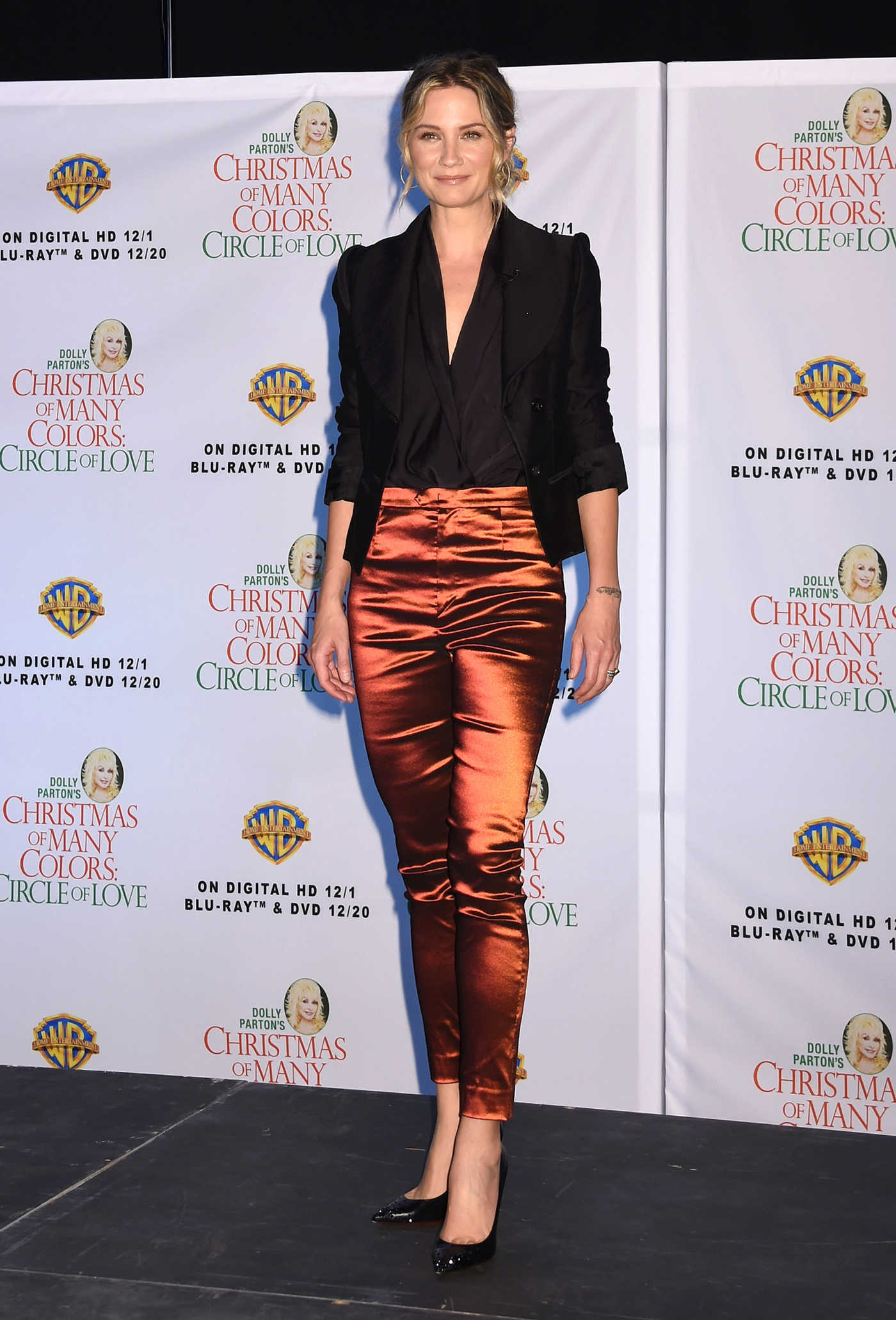 Jennifer Nettles at the Christmas of Many Colors: Circle of Love Press Conference in Nashville 11/03/2016