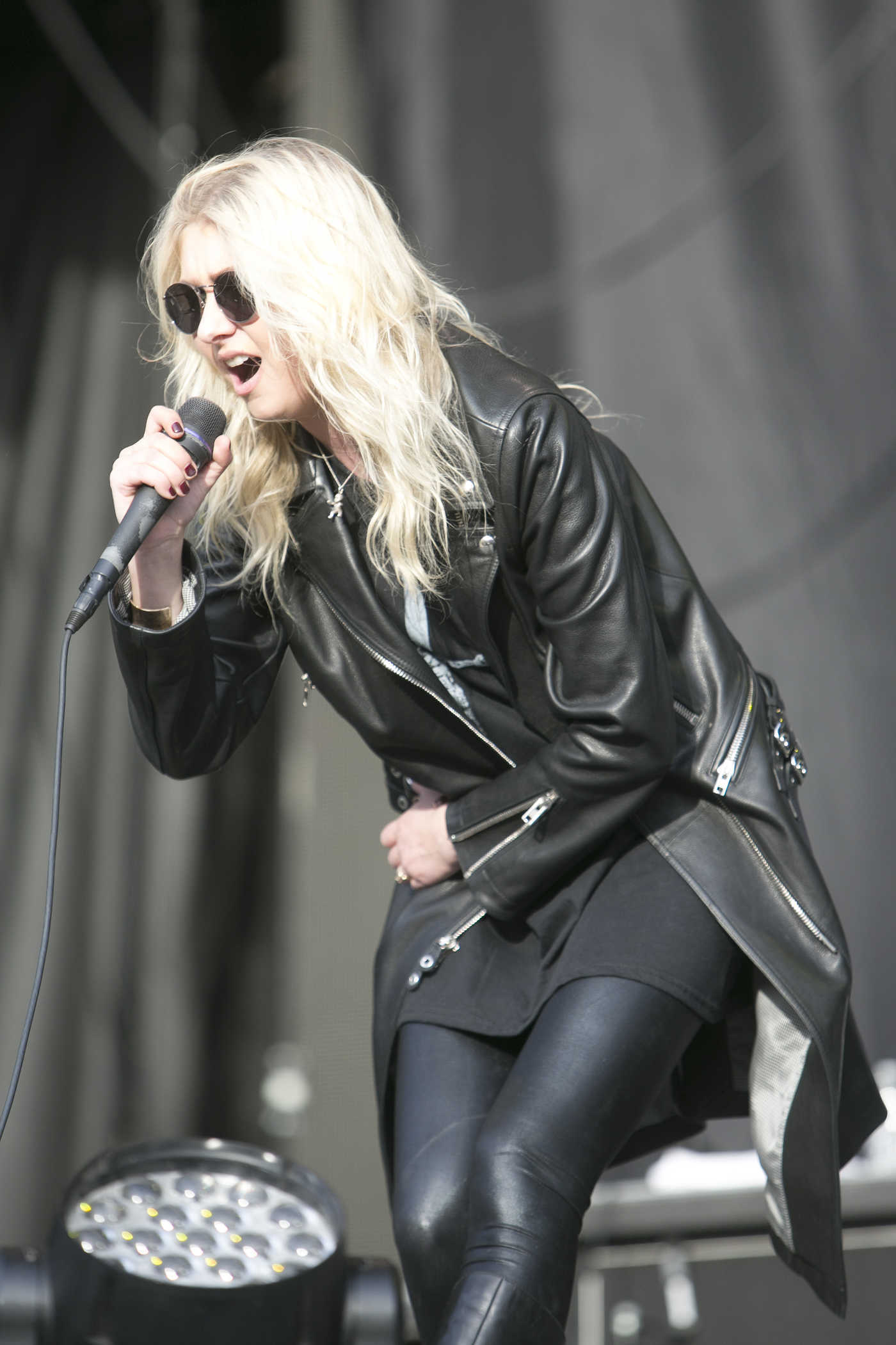 Taylor Momsen Performs at the Monster Energy Aftershock Festival in Sacramento 10/22/2016