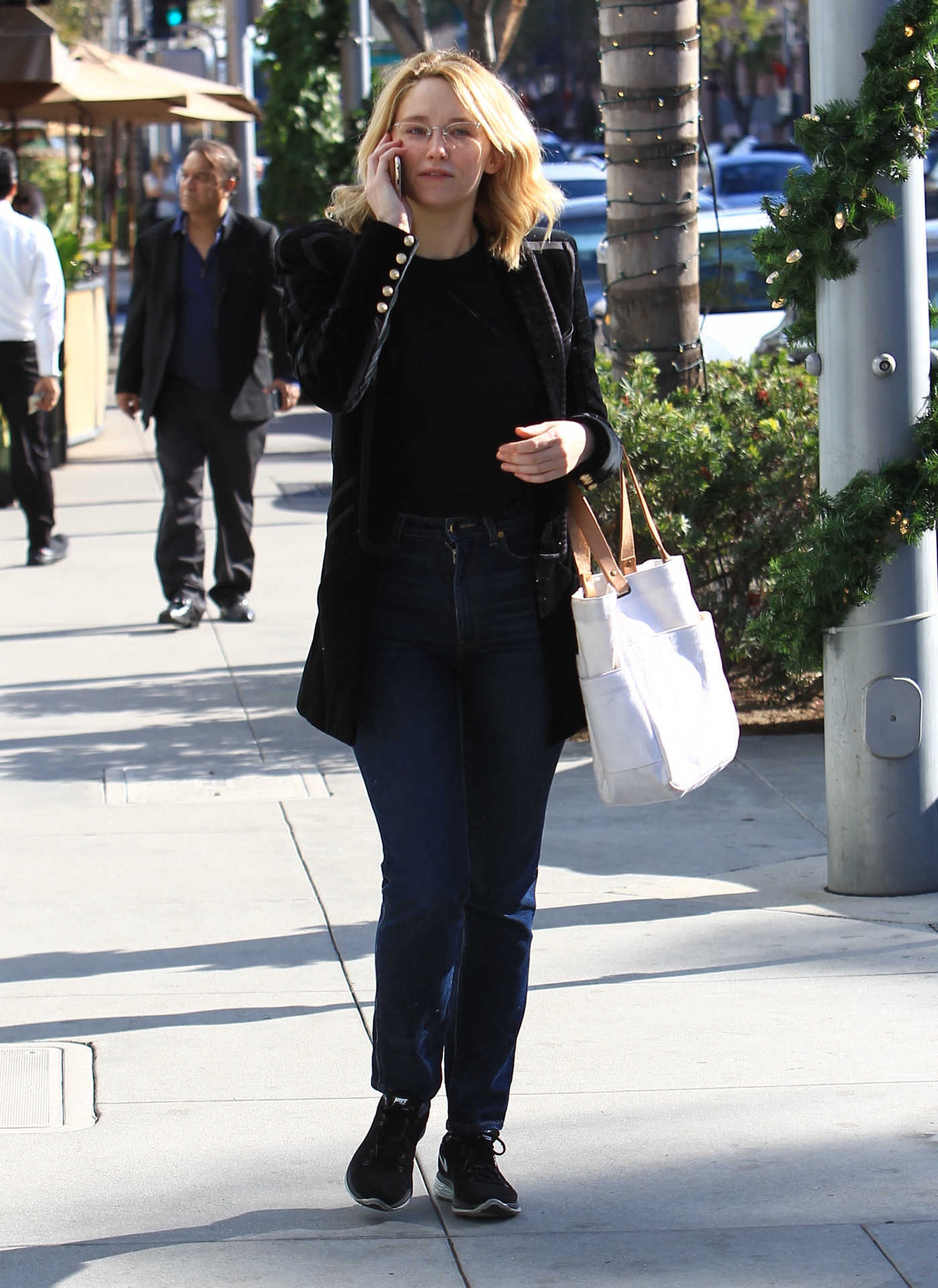 Haley Bennett Was Seen Out in Beverly Hills 12/01/2016