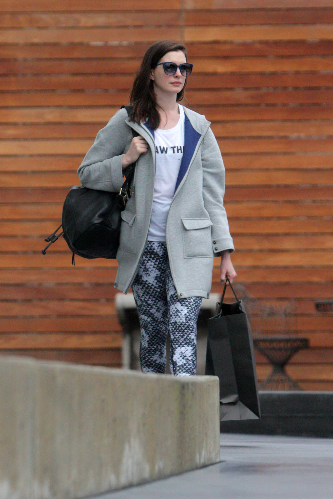 Anne Hathaway Takes a Casual Shopping in West Hollywood 01/05/2017