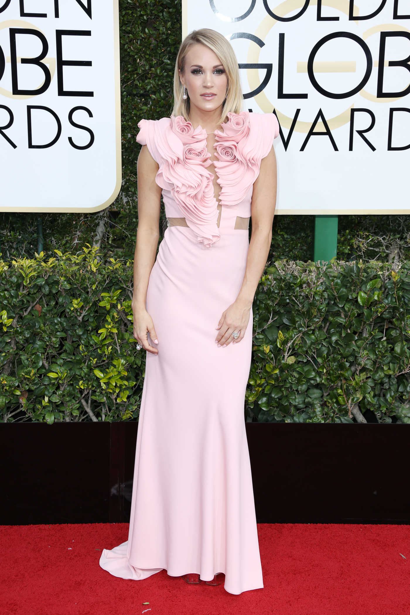 Carrie Underwood at the 74th Annual Golden Globe Awards in Beverly Hills 01/08/2017
