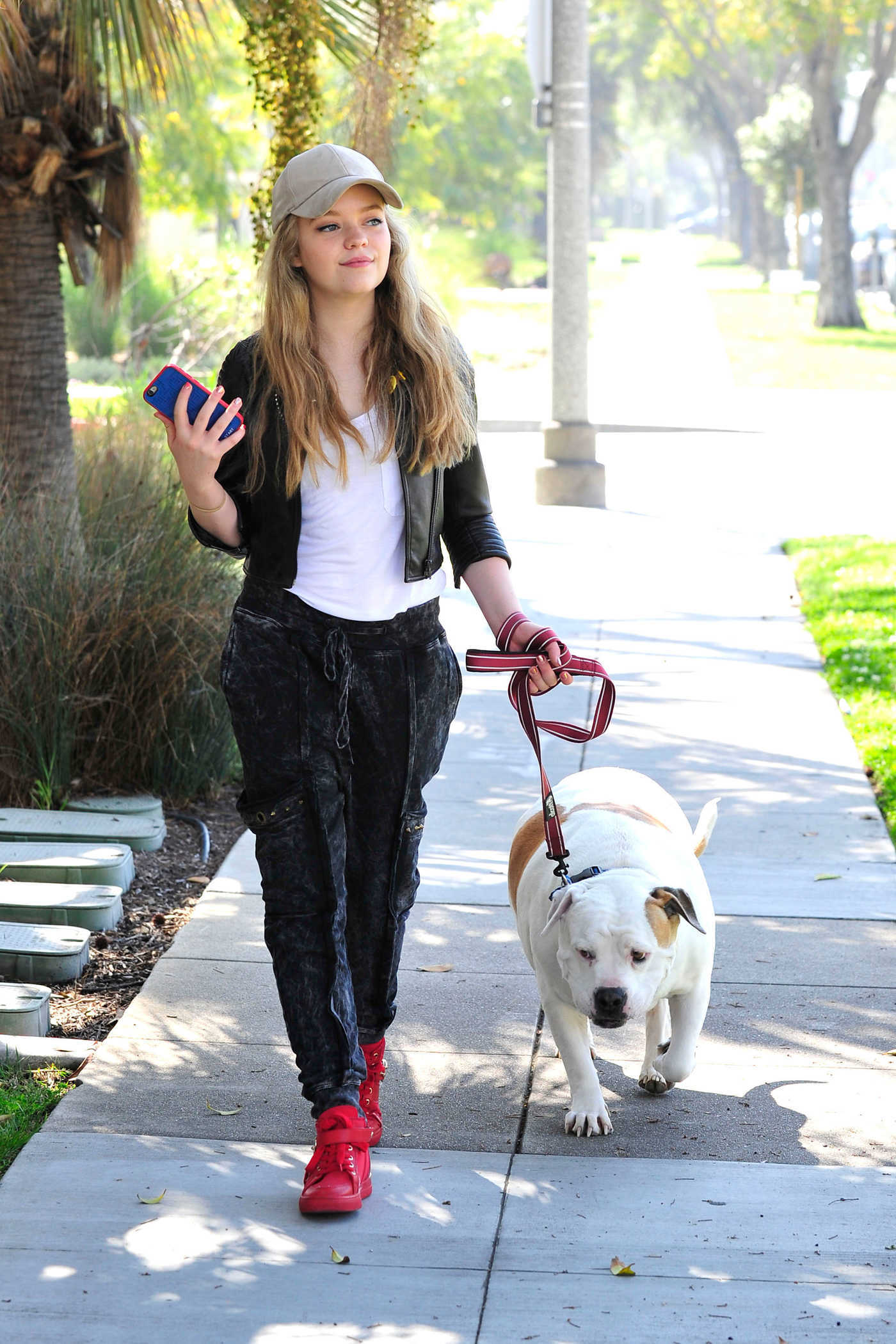 Jade Pettyjohn Was Seen With Her Pet Dog Out in Los Angeles 03/15/2017