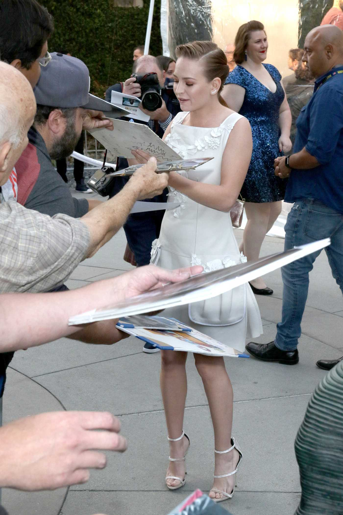 Britt Robertson Signs Autographs for the Fans in LA 04/17/2017