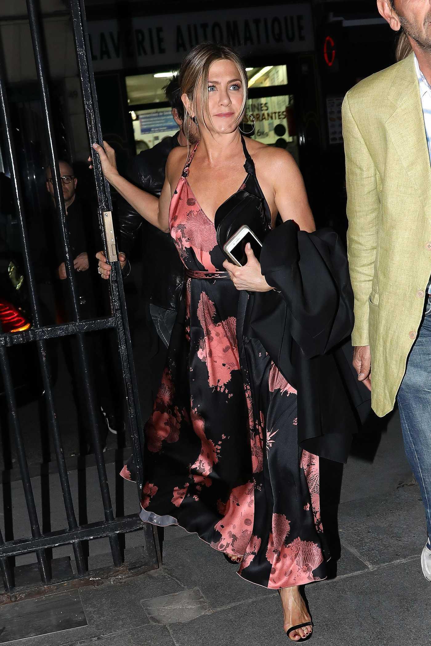 Jennifer Aniston Arrives at Verjus Restaurant in Paris 04/12/2017