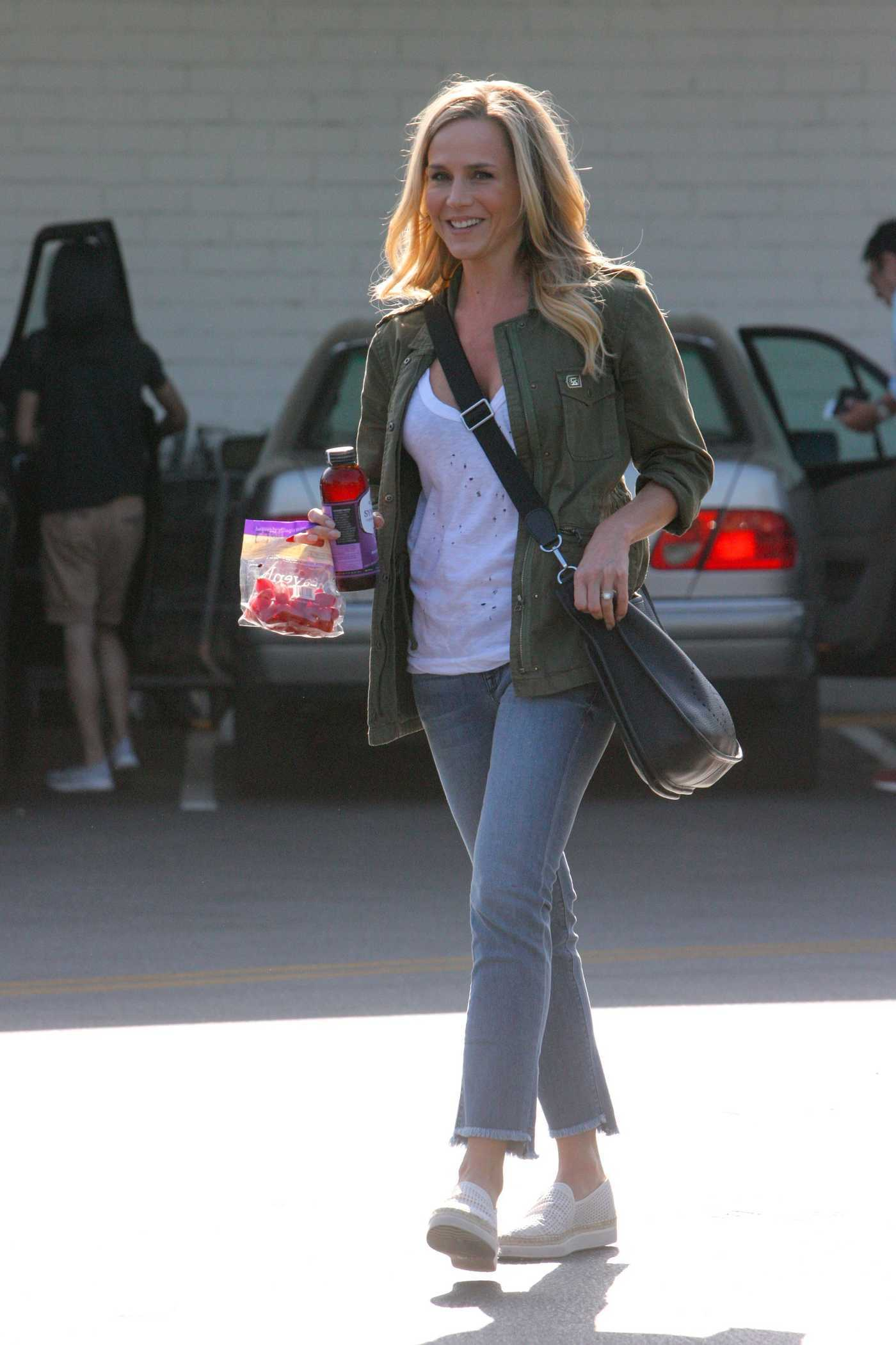 Julie Benz Was Seen at Bristol Farms in Beverly Hills 05/12/2017