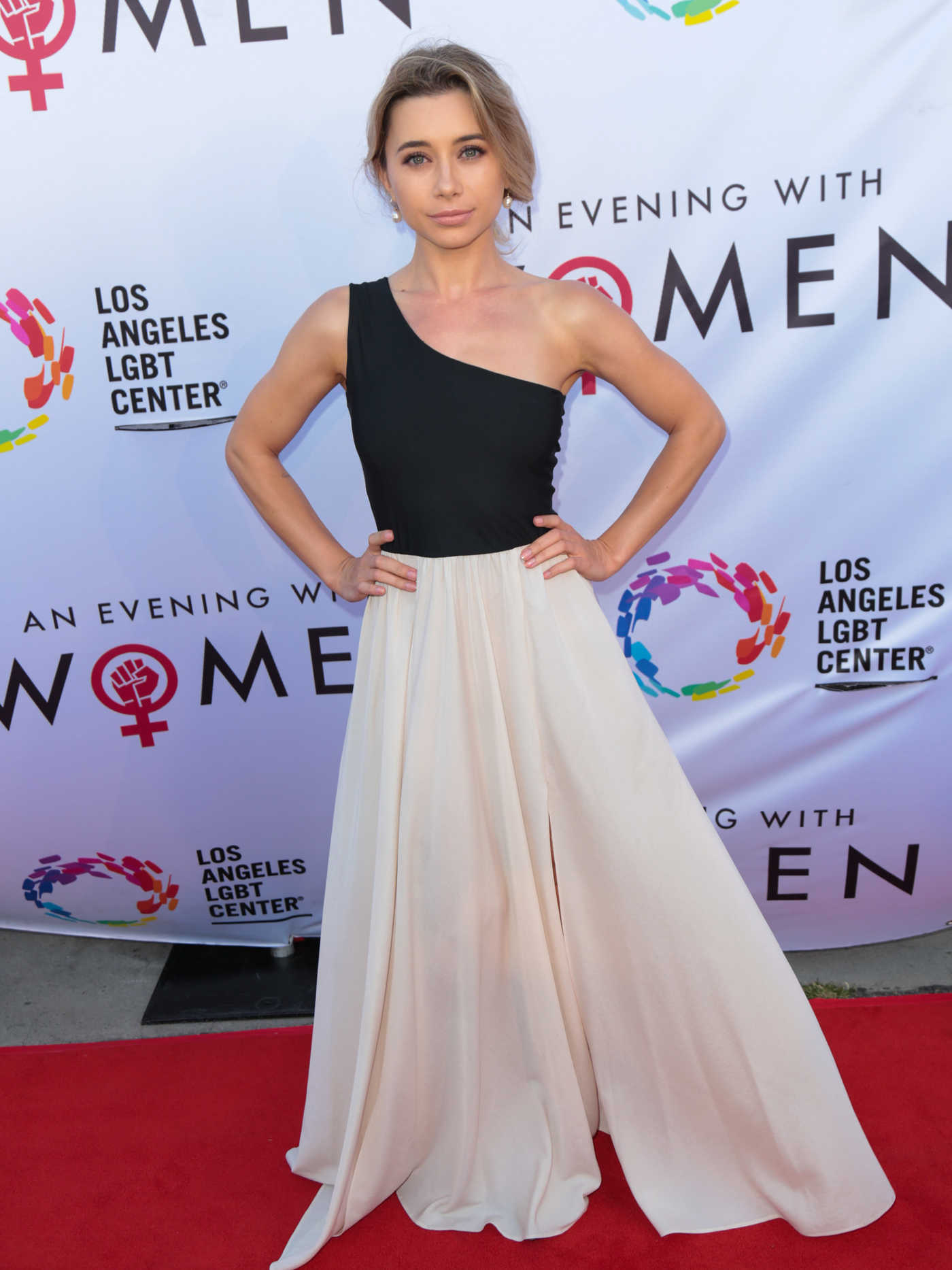 Olesya Rulin Arrives at the LGBT Center's An Evening With Women in Los Angeles 05/13/2017
