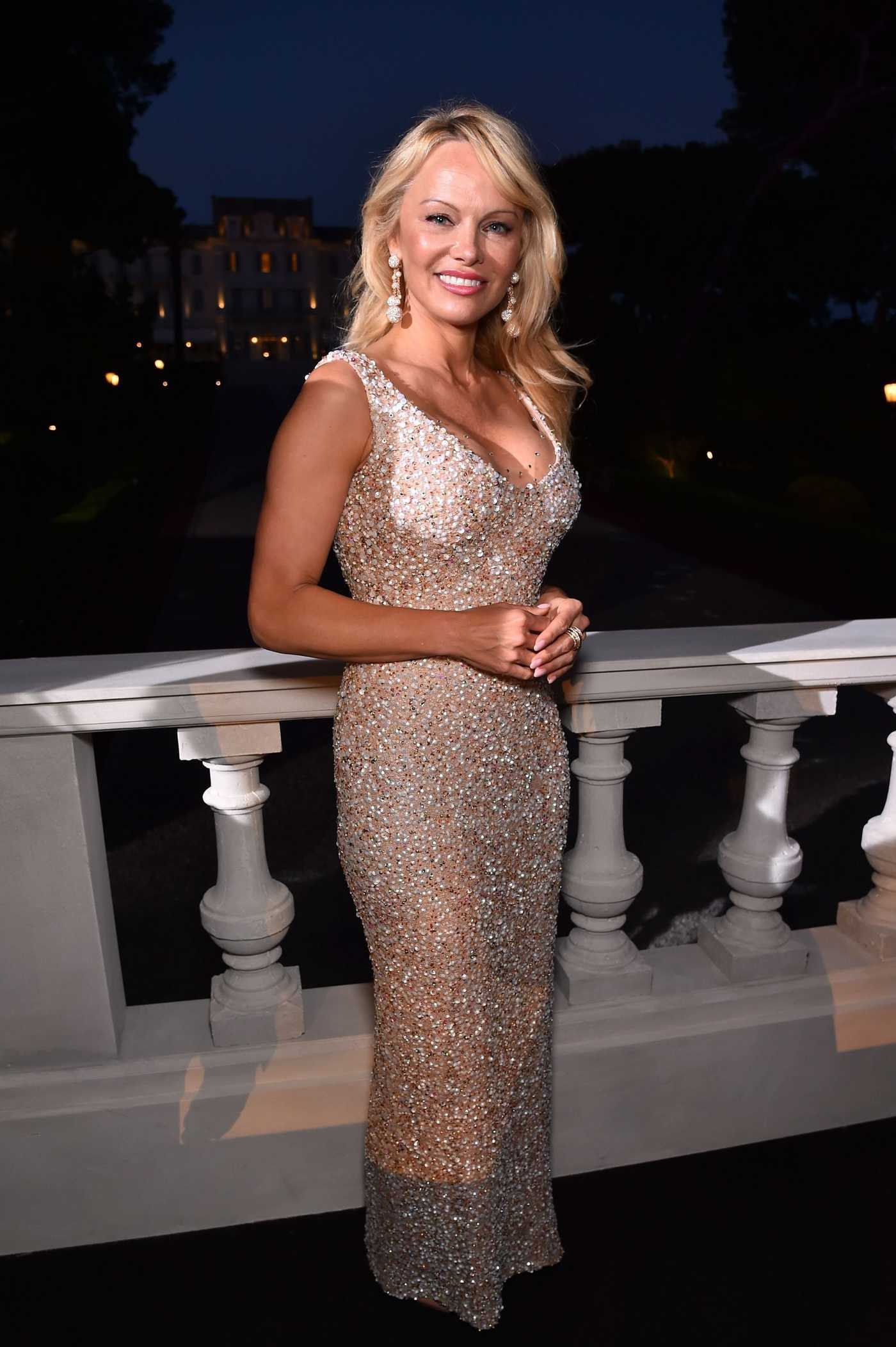 Pamela Anderson at the Love on The Rocks Photocall Party at Eden Roc in Cap d'Antibes During the 70th Cannes Film Festival 05/23/2017