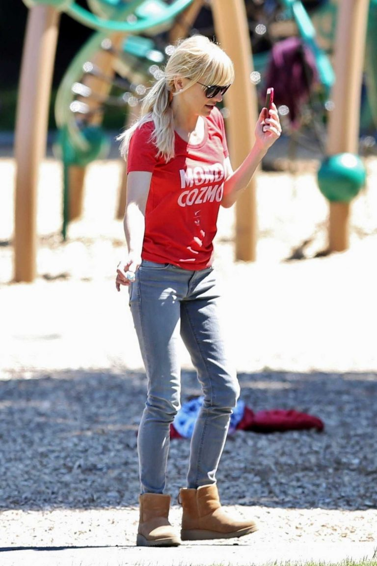 Anna Faris Was Seen Out in Vancouver 05/30/2017-1
