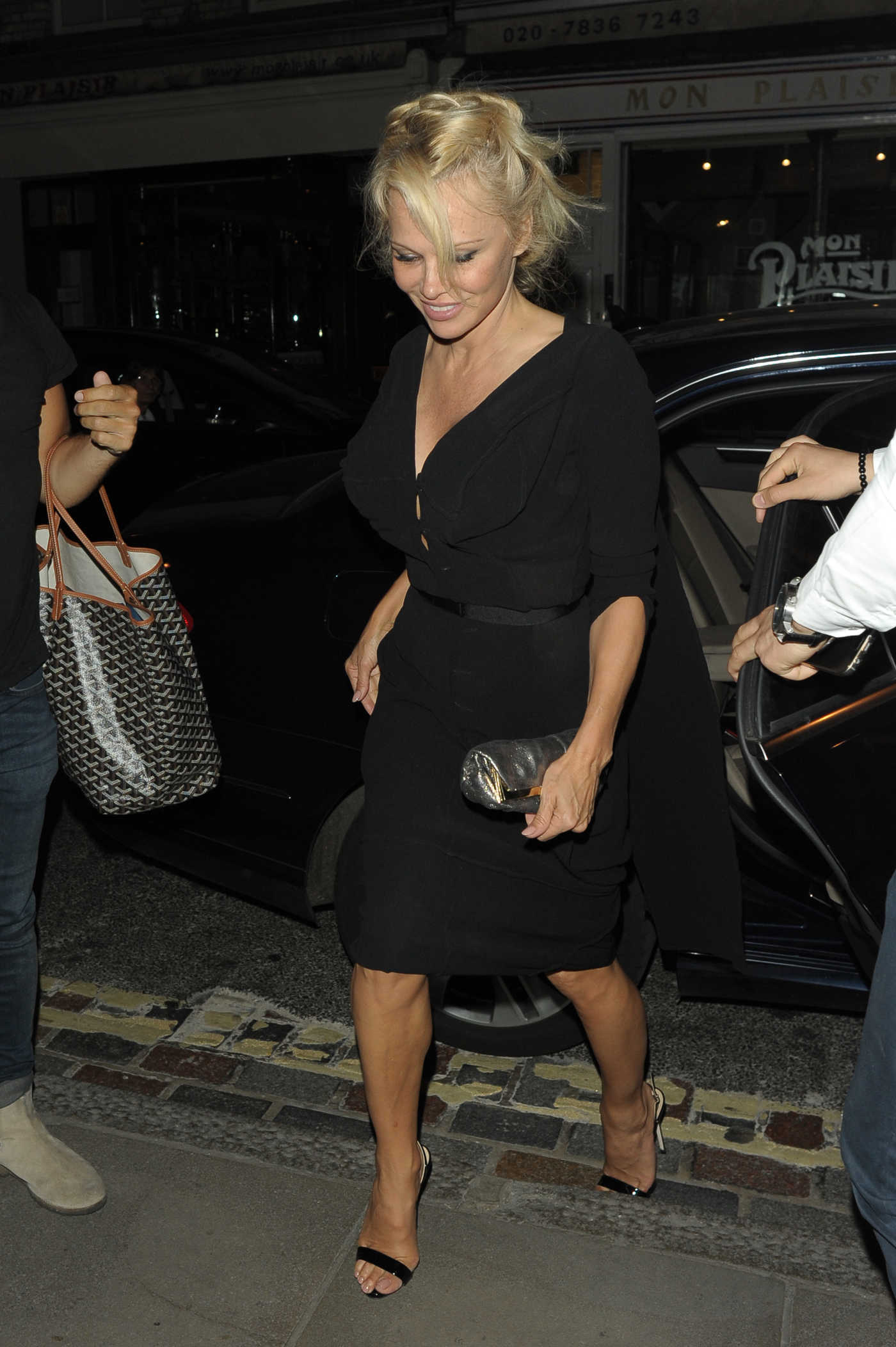 Pamela Anderson Leaves the Ivy Restaurant in London 06/15/2017