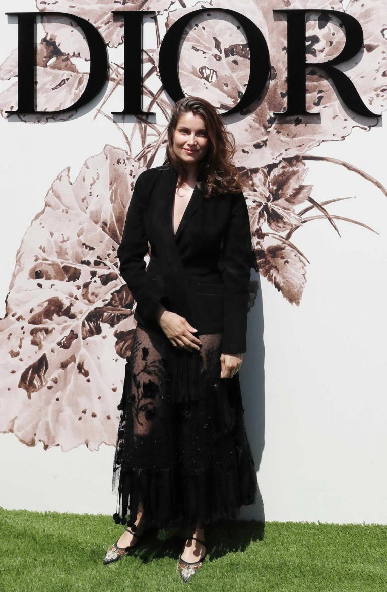 Laetitia Casta Arrives at the Christian Dior Show During the Haute Couture Fashion Week in Paris 07/03/2017-1