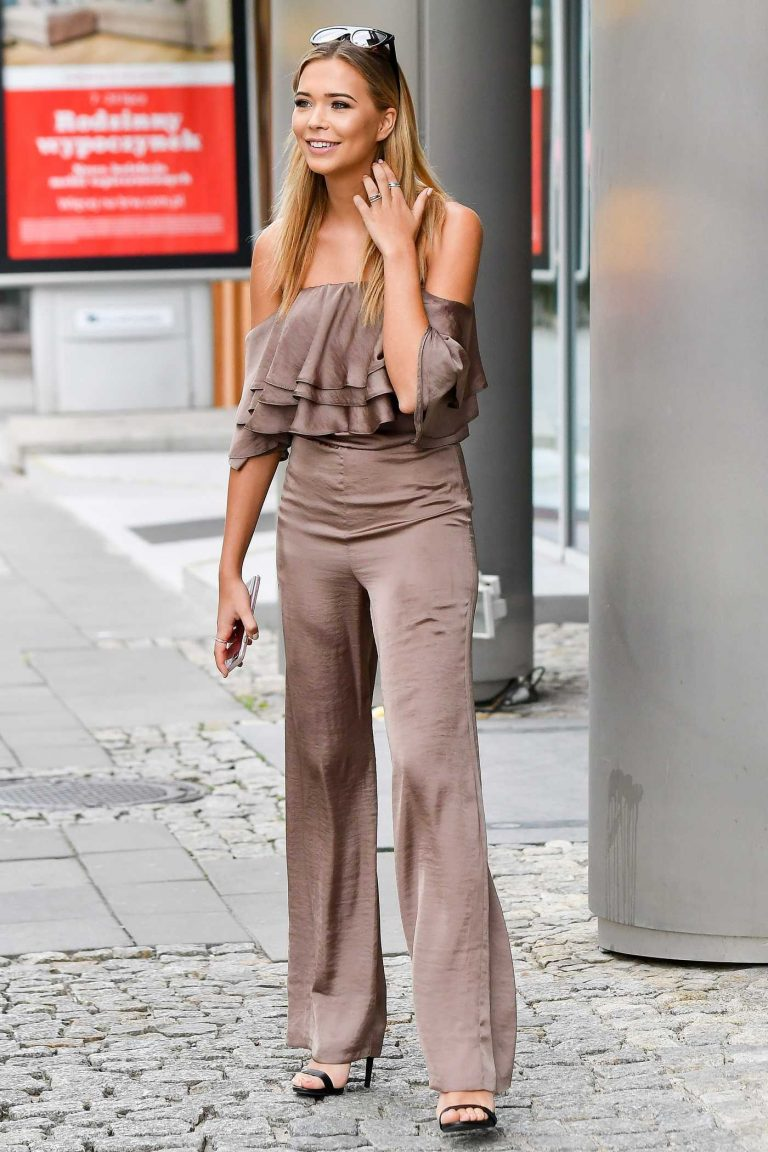 Sandra Kubicka Taking Selfies With Her Fans in Warsaw 08/07/2017-1