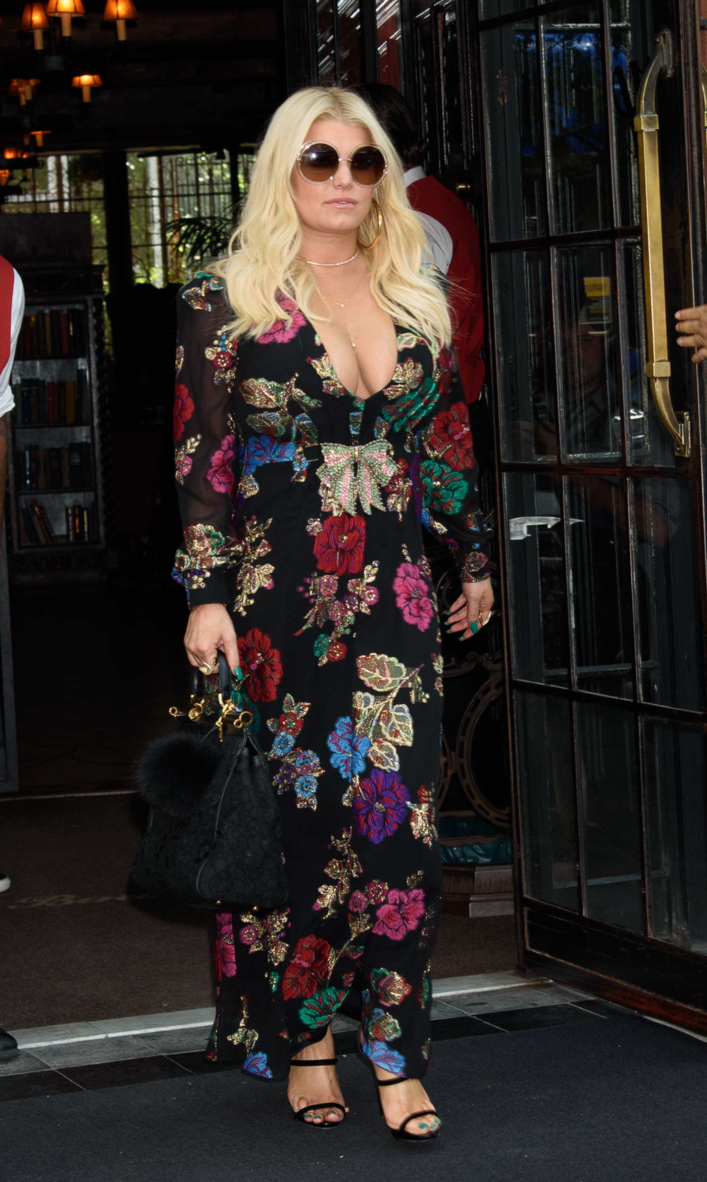 Jessica Simpson Exits Her Hotel in New York City 08/10/2017