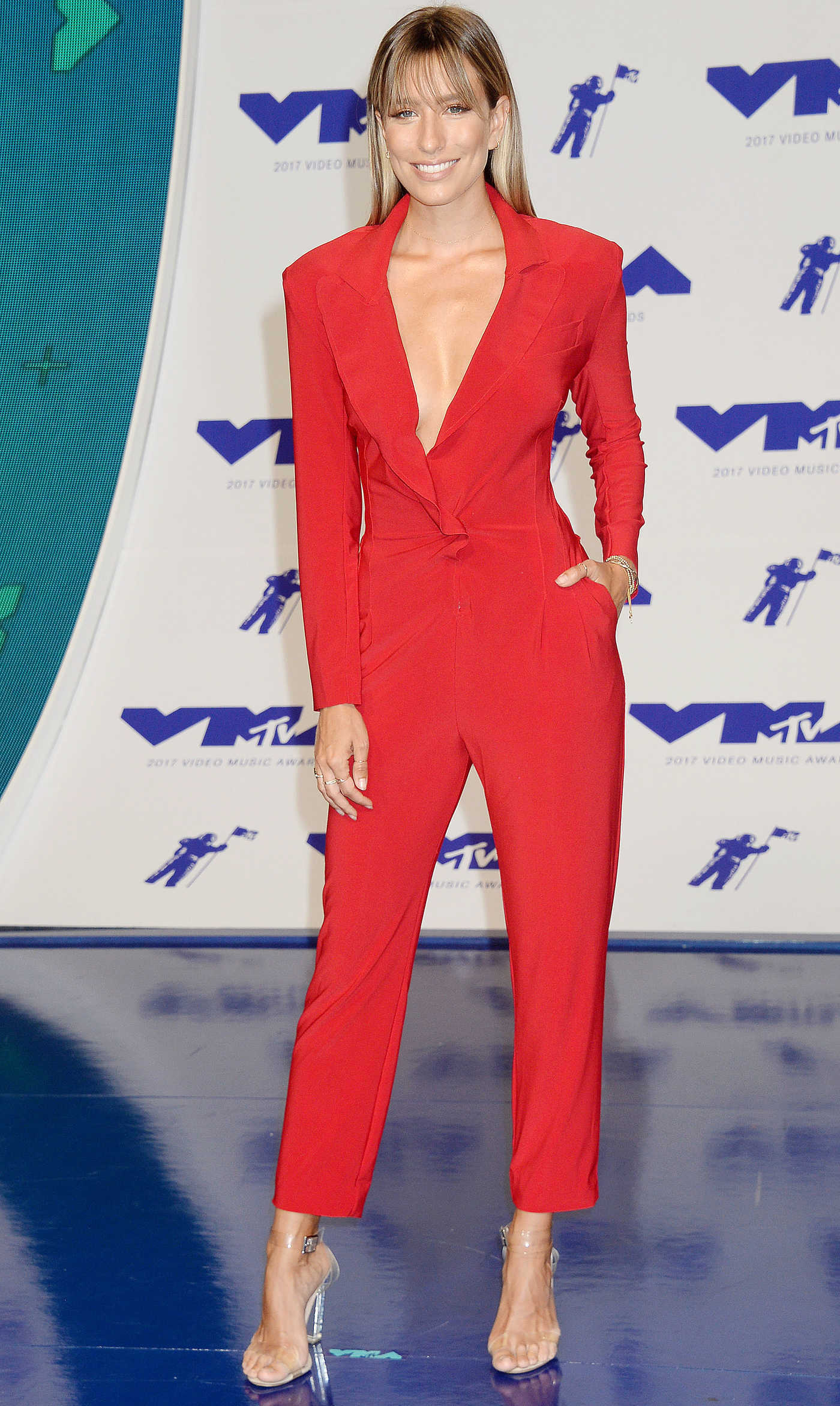 Renee Bargh at the 2017 MTV Video Music Awards in Los Angeles 08/27/2017