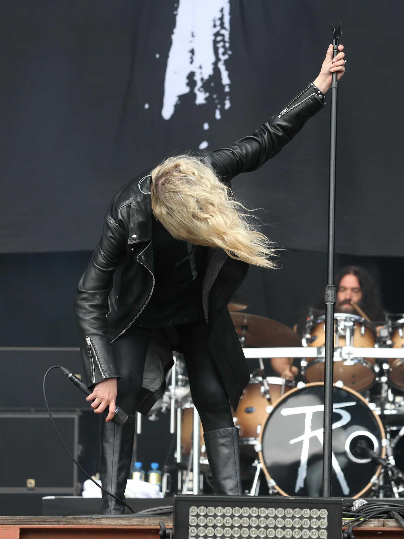 Taylor Momsen Performs at Bramham Park in Leeds 08/27/2017