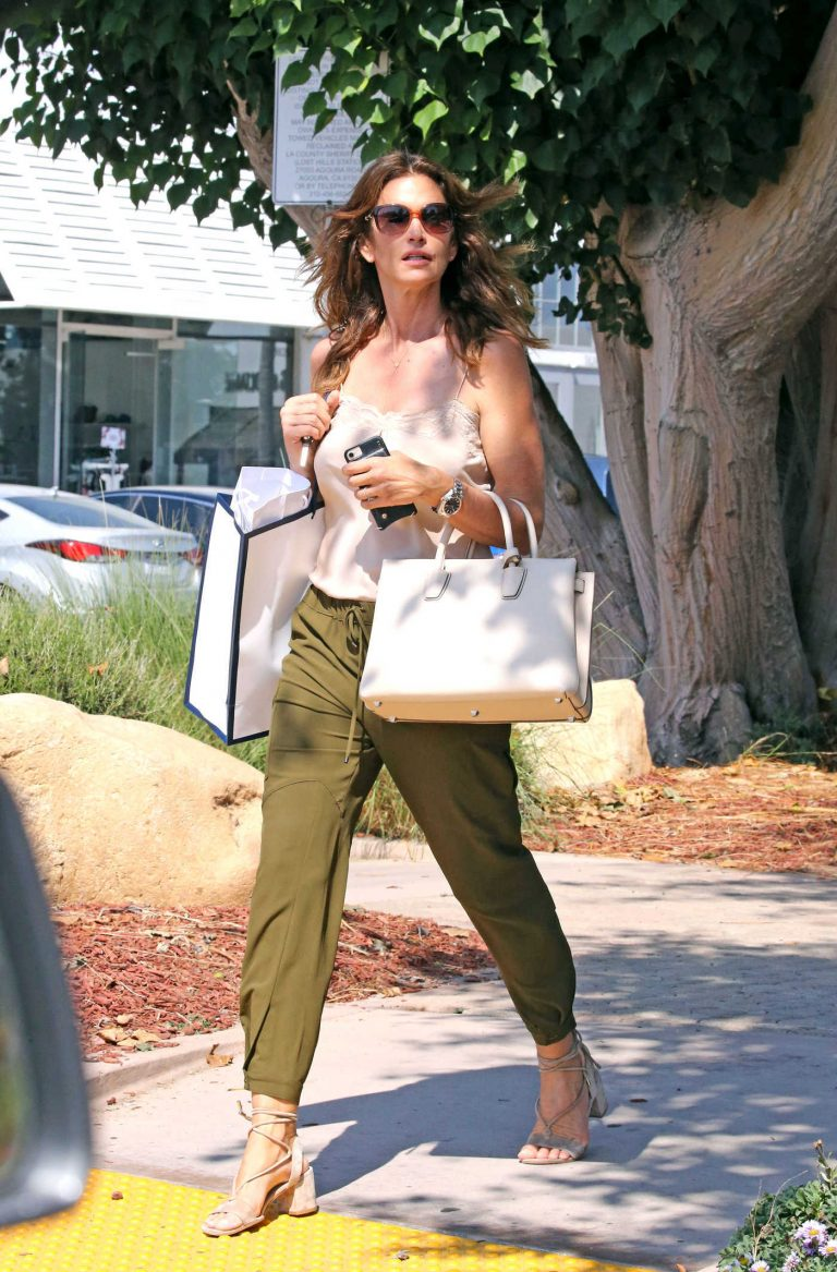 Cindy Crawford Out Shopping in Malibu 08/30/2017-1