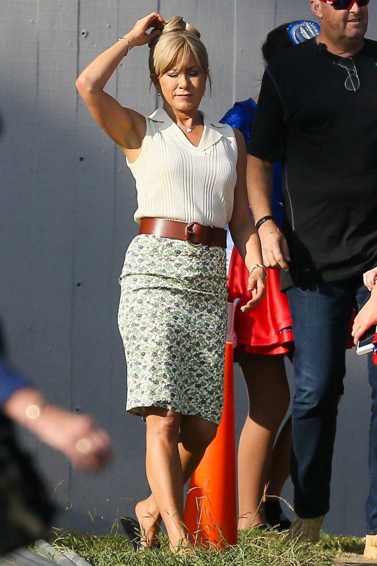 Jennifer Aniston on the Set of Dumplin in Atlanta 09/20/2017-1