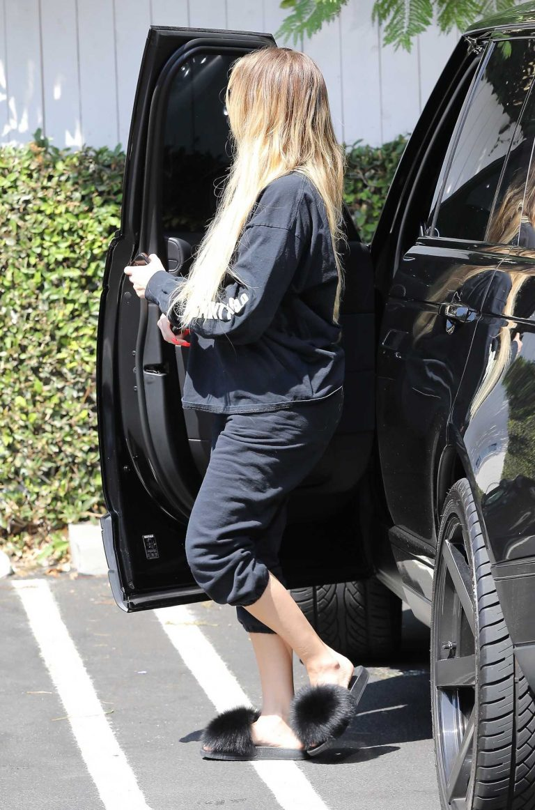 Khloe Kardashian Was Seen Out in Los Angeles 09/16/2017-1