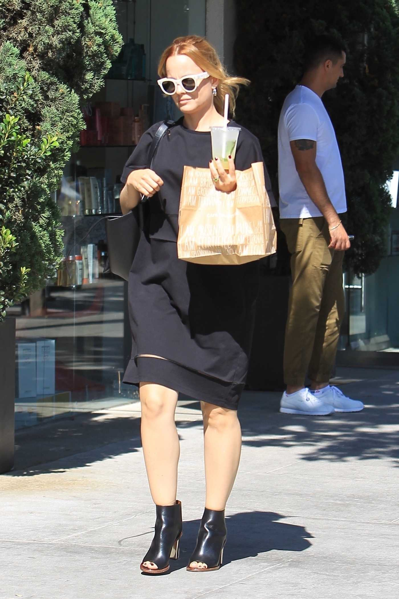 Mena Suvari Was Seen Out in Los Angeles 09/26/2017