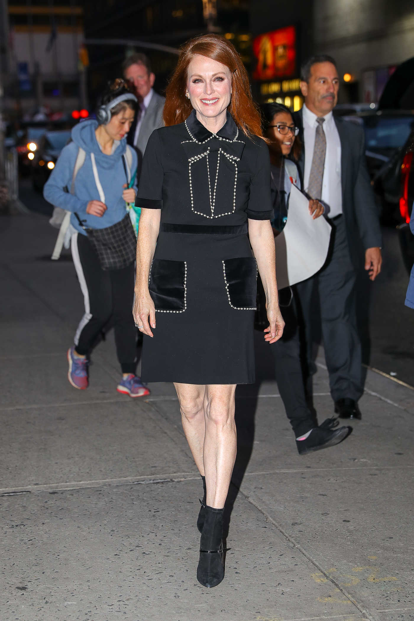 Julianne Moore Arrives at The Late Show With Stephen Colbert in New York City 10/26/2017