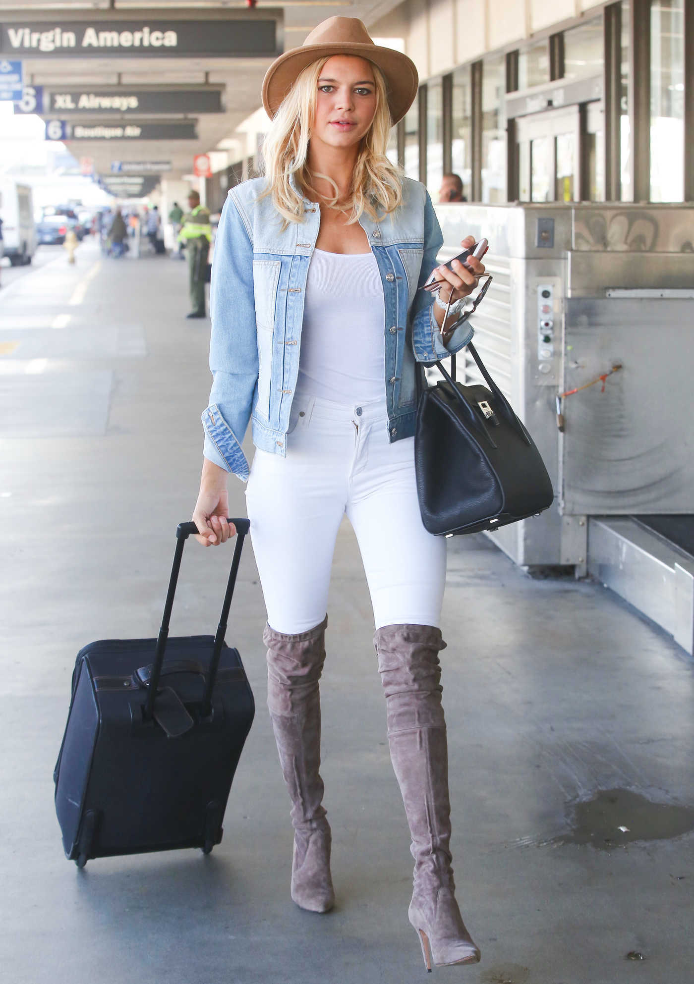 Kelly Rohrbach Was Seen at LAX Airport Los Angeles 10/18/2017