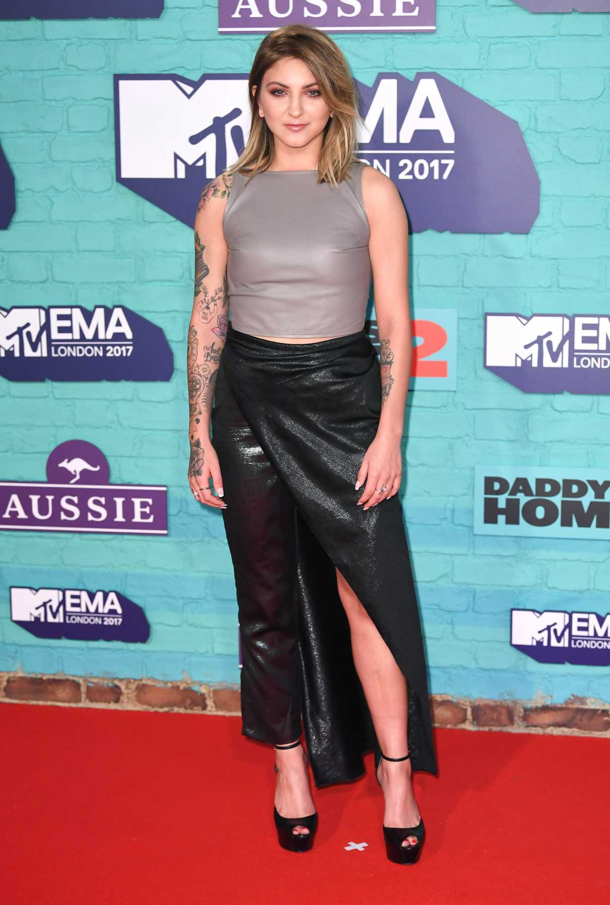 Julia Michaels at the 24th MTV Europe Music Awards in London 11/12/2017