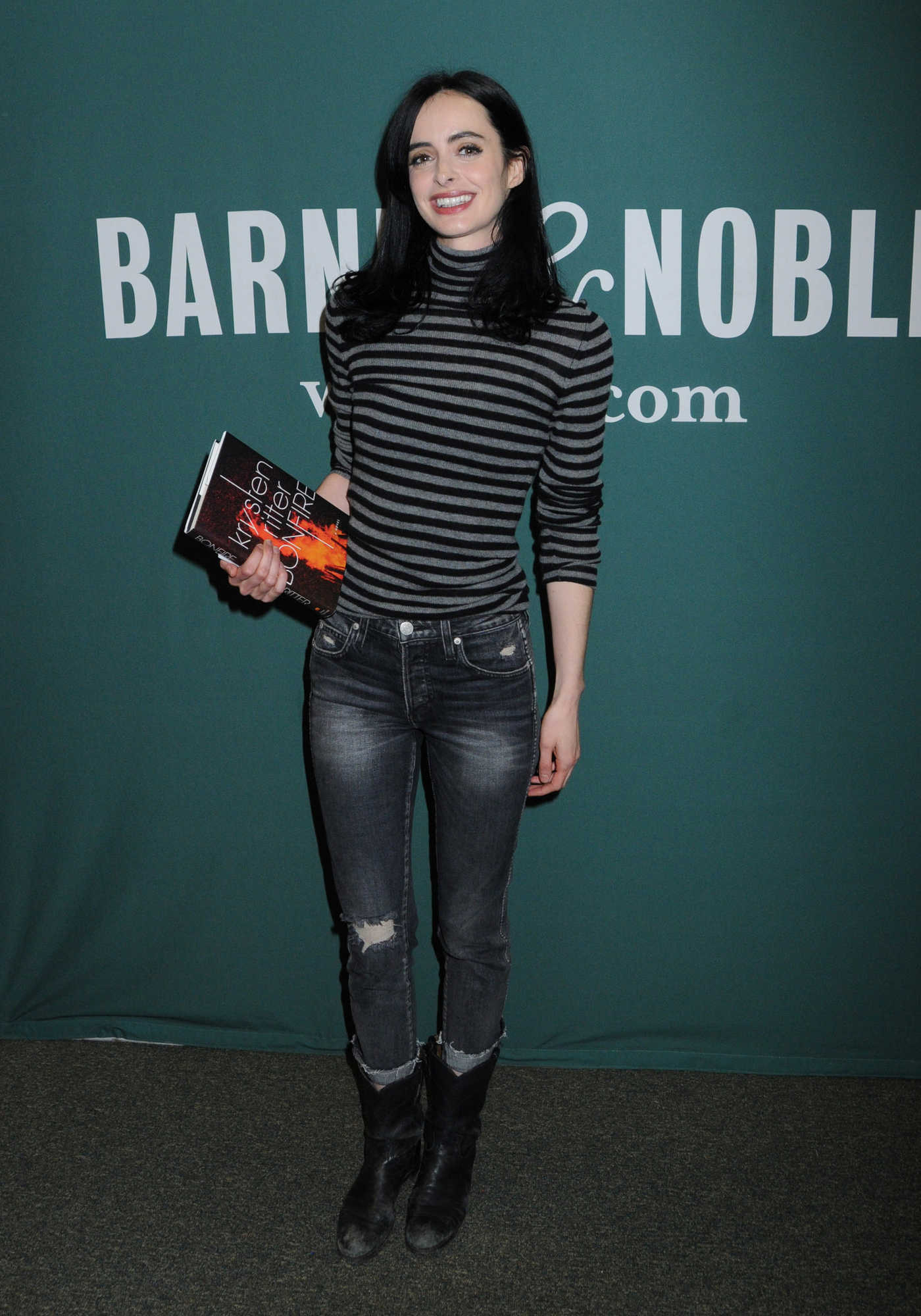 Krysten Ritter Arrives to a Fan Event for New Book Bonfire in NYC 11/08/2017