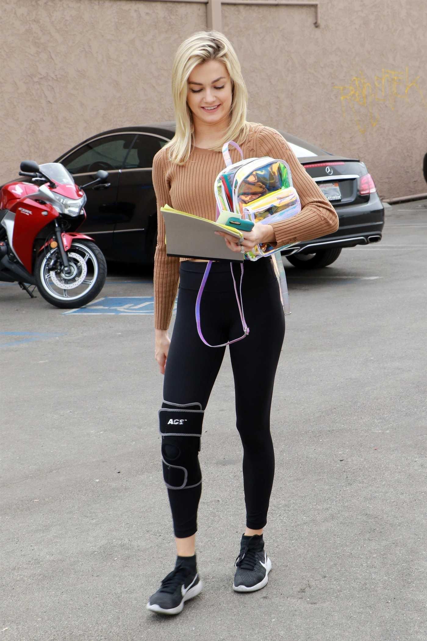 Lindsay Arnold Arrives at a Dance Studio in Los Angeles 11/16/2017