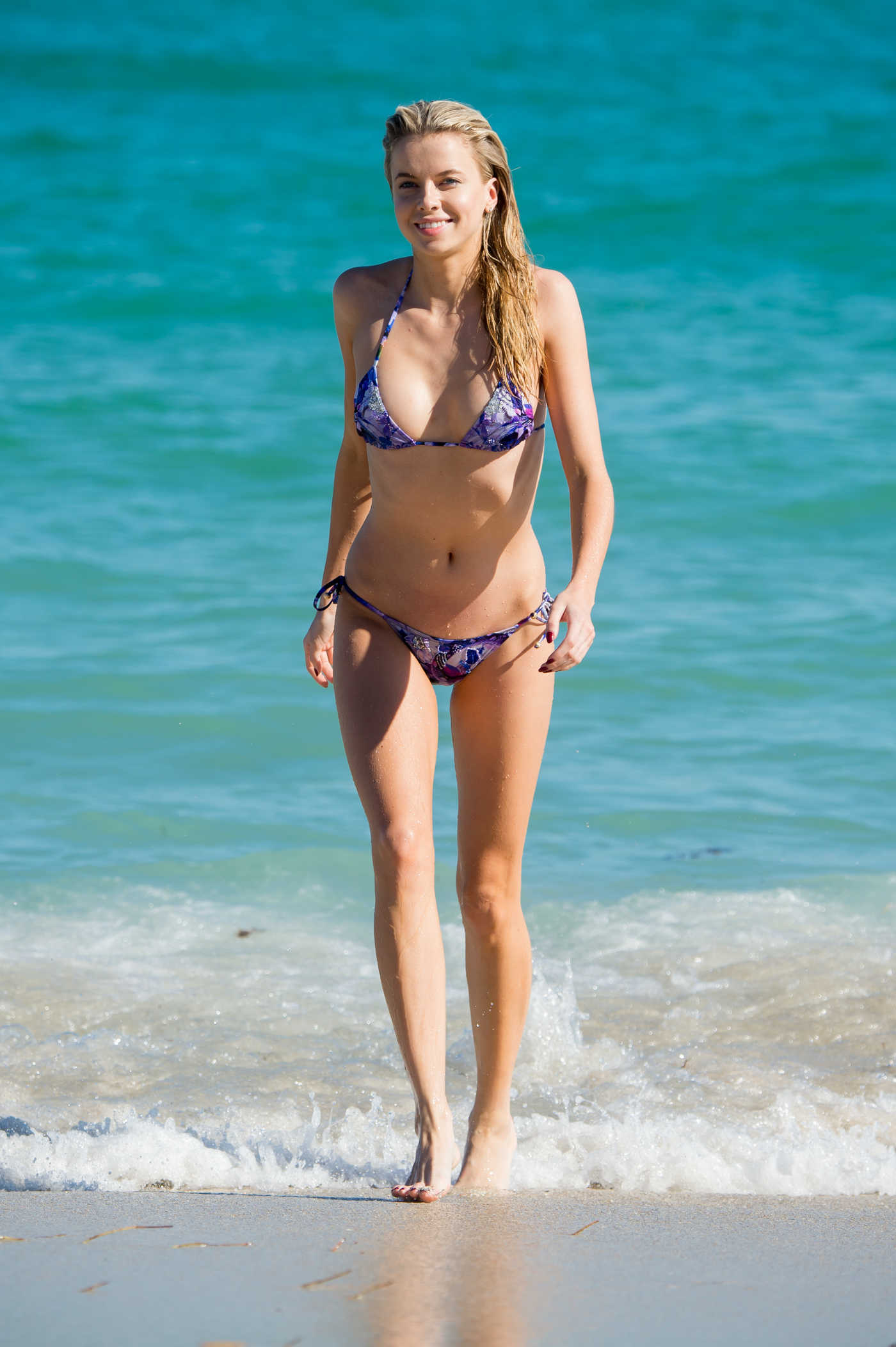 Louisa Warwick Wears a Violet Bikini at the Beach in Miami 11/25/2017