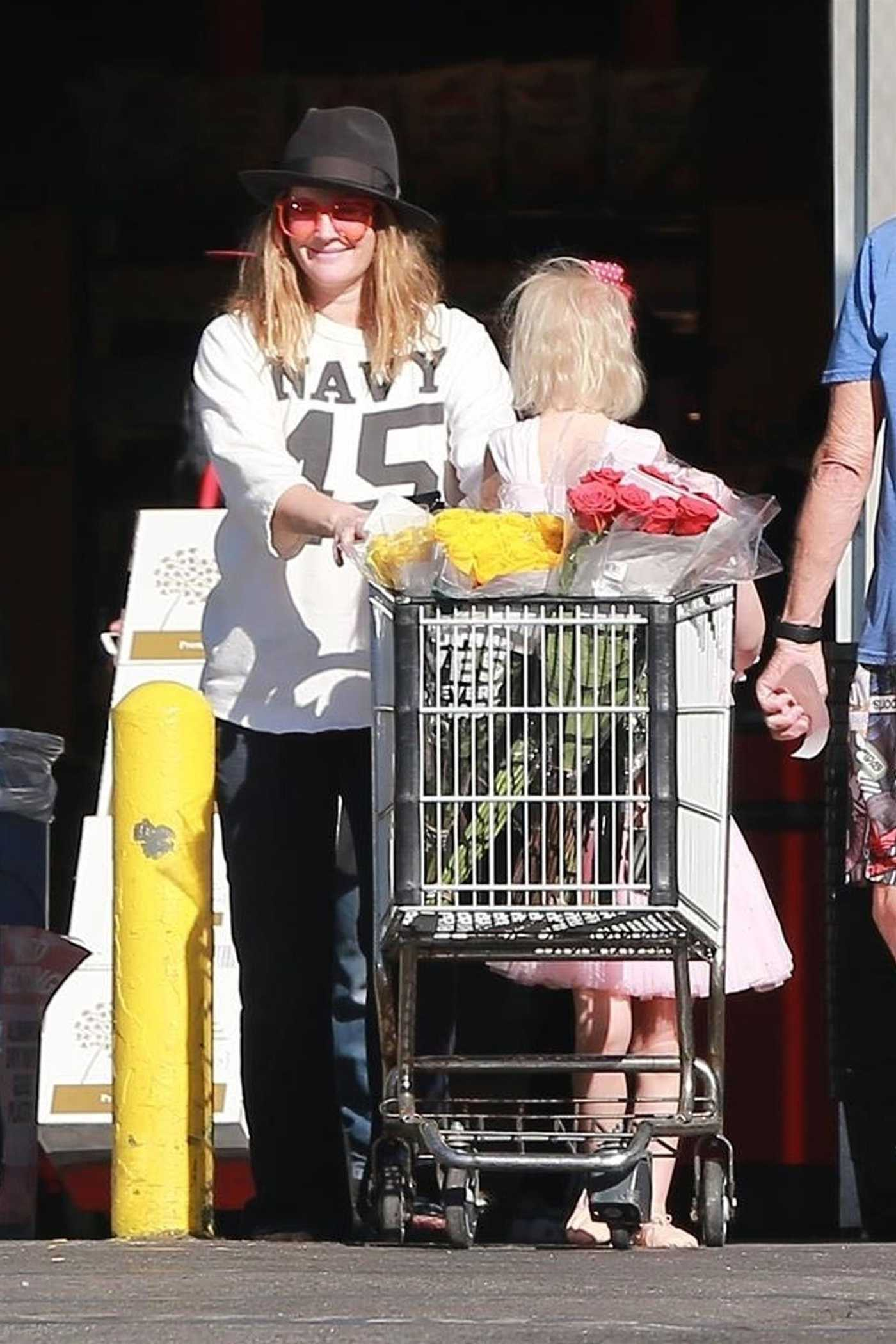 Drew Barrymore Shops at Whole Foods in West Hollywood 12/29/2017