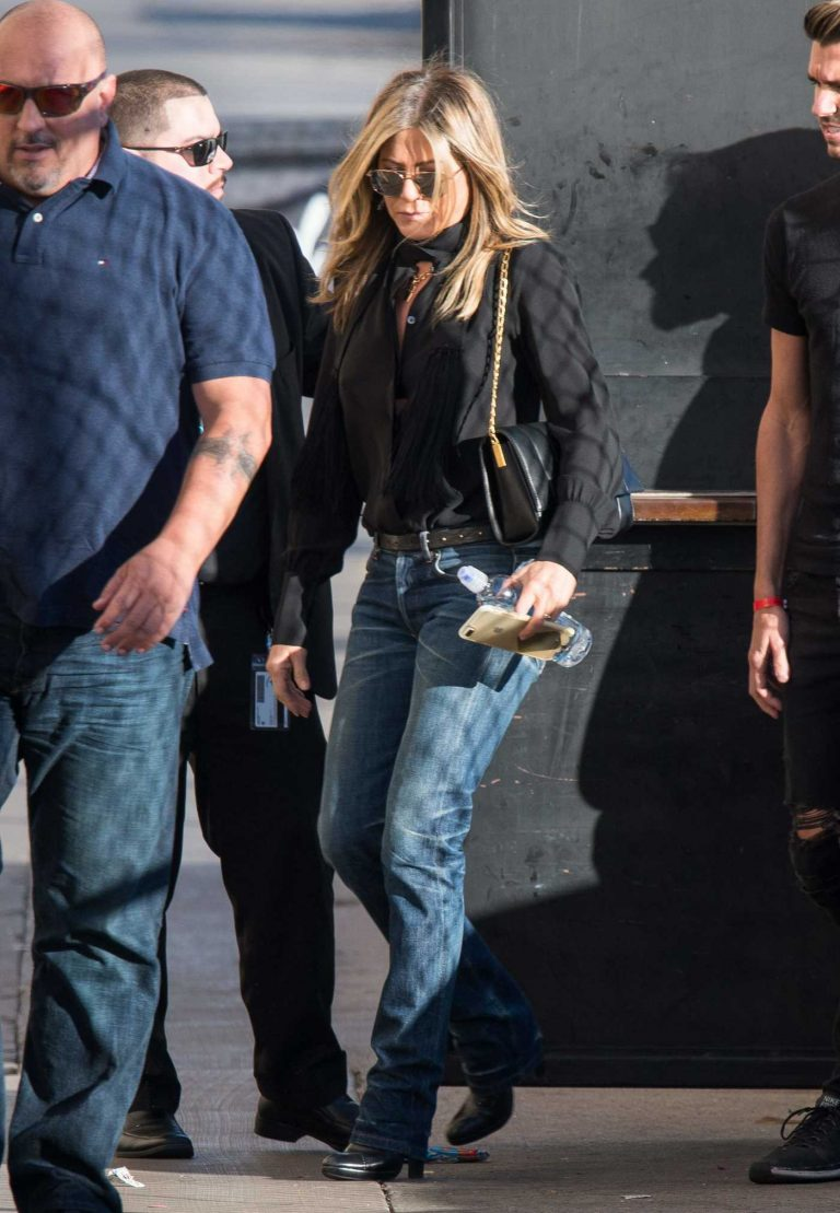 Jennifer Aniston Arrives at Jimmy Kimmel Live in Los Angeles 12/05/2017-1