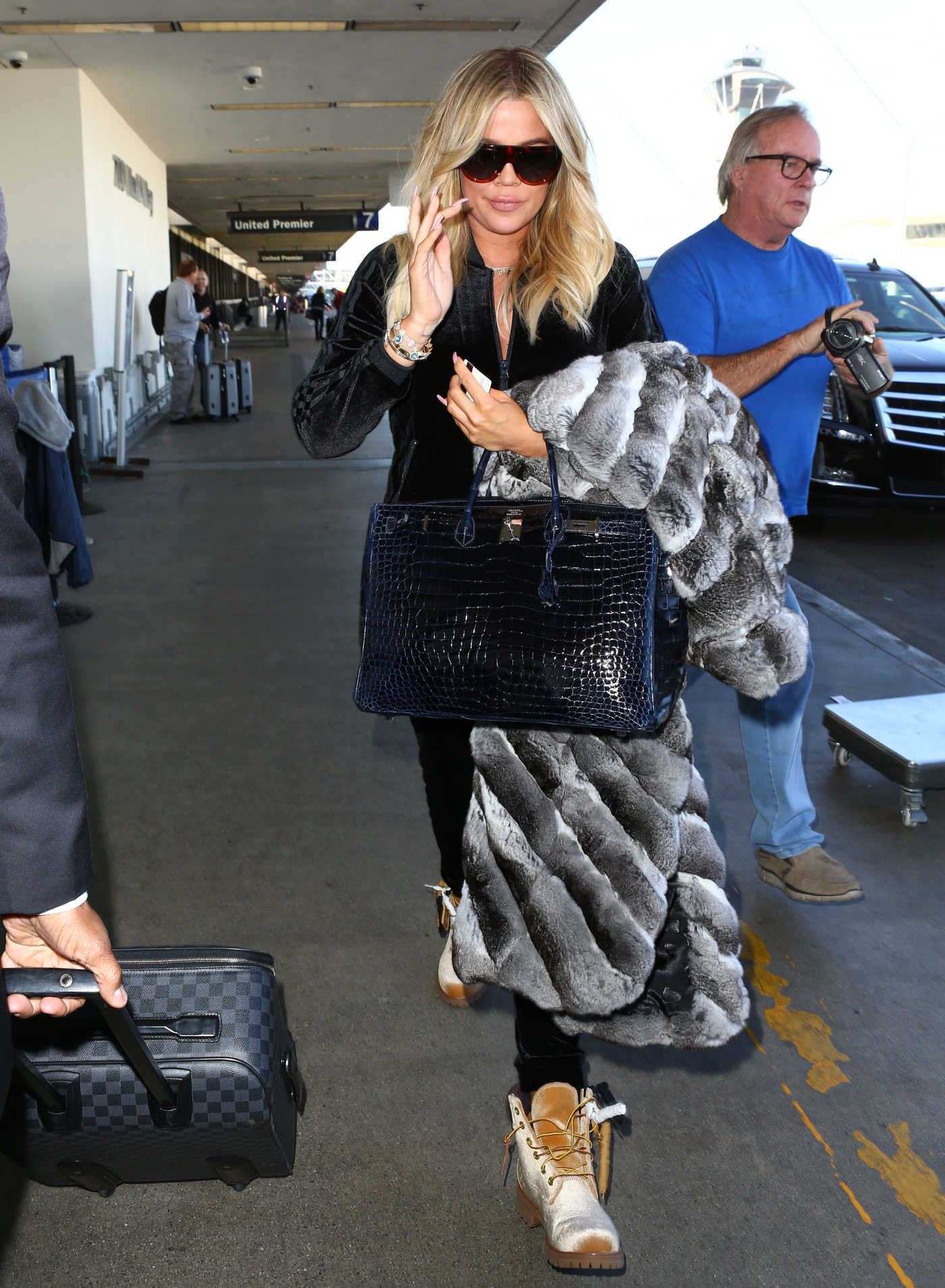 Khloe Kardashian Arrives at LAX Airport in Los Angeles 12/29/2017
