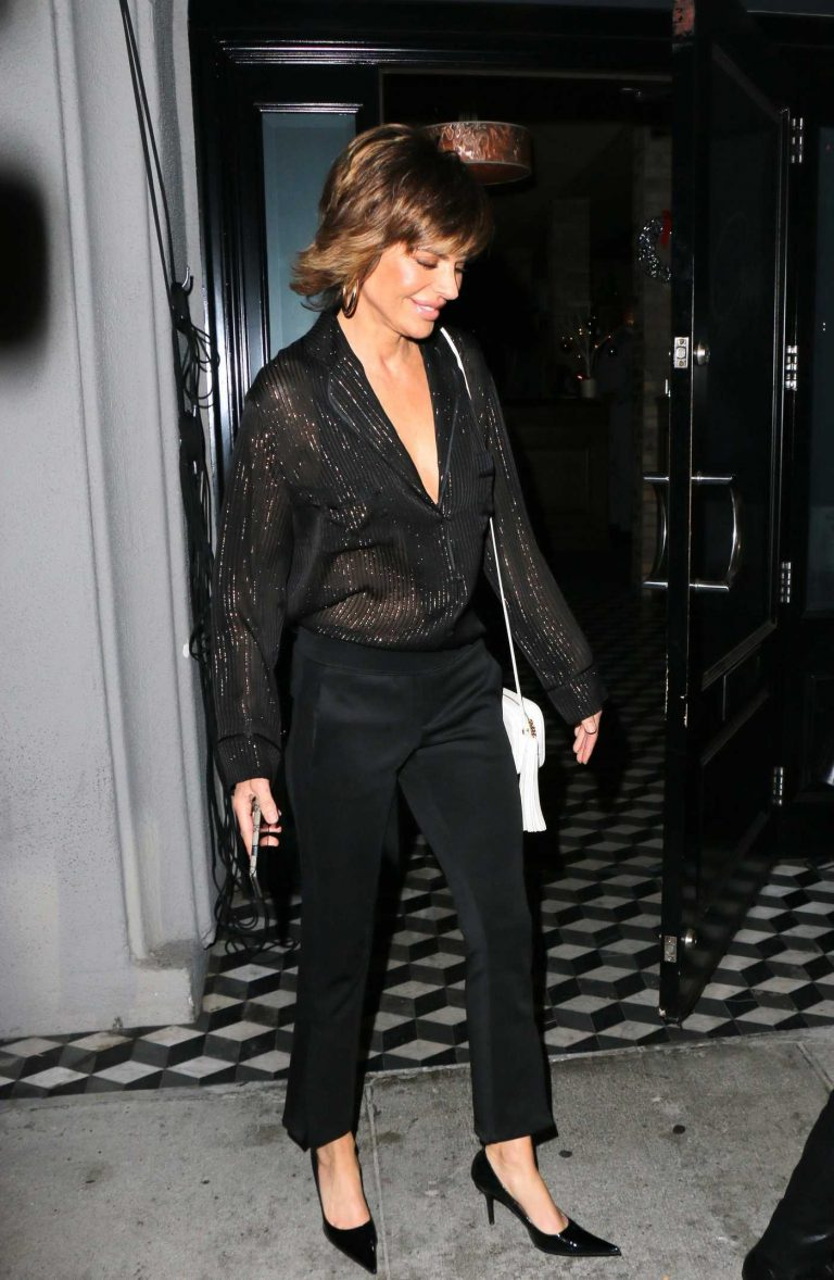 Lisa Rinna Leaves Craig's Restaurant in West Hollywood 12/27/2017-1