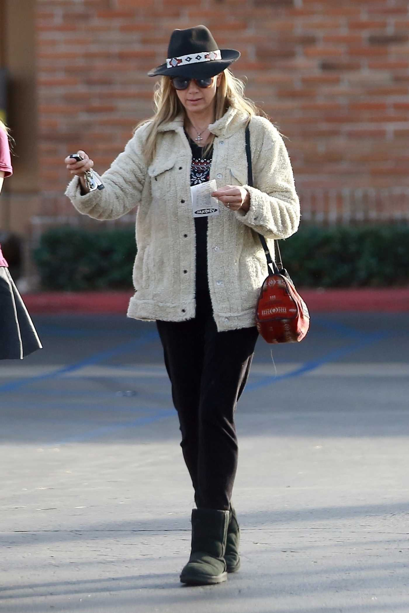 Mira Sorvino Was Spotted Out in Malibu 12/18/2017