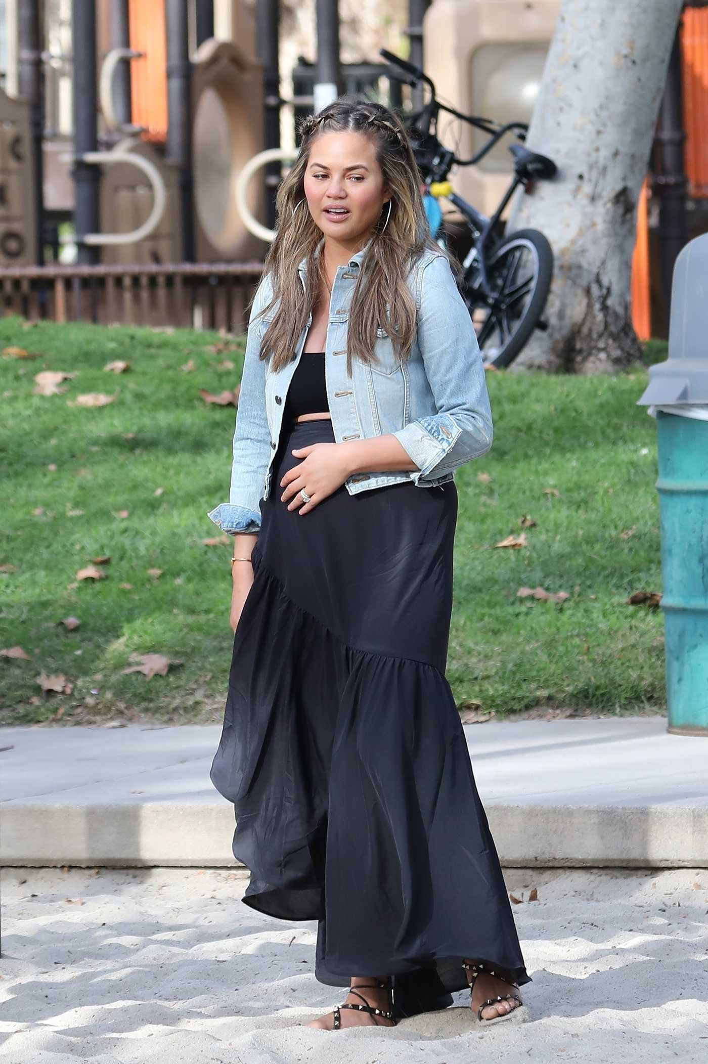 Chrissy Teigen Was Spotted at the Park in Los Angeles 01/05/2018