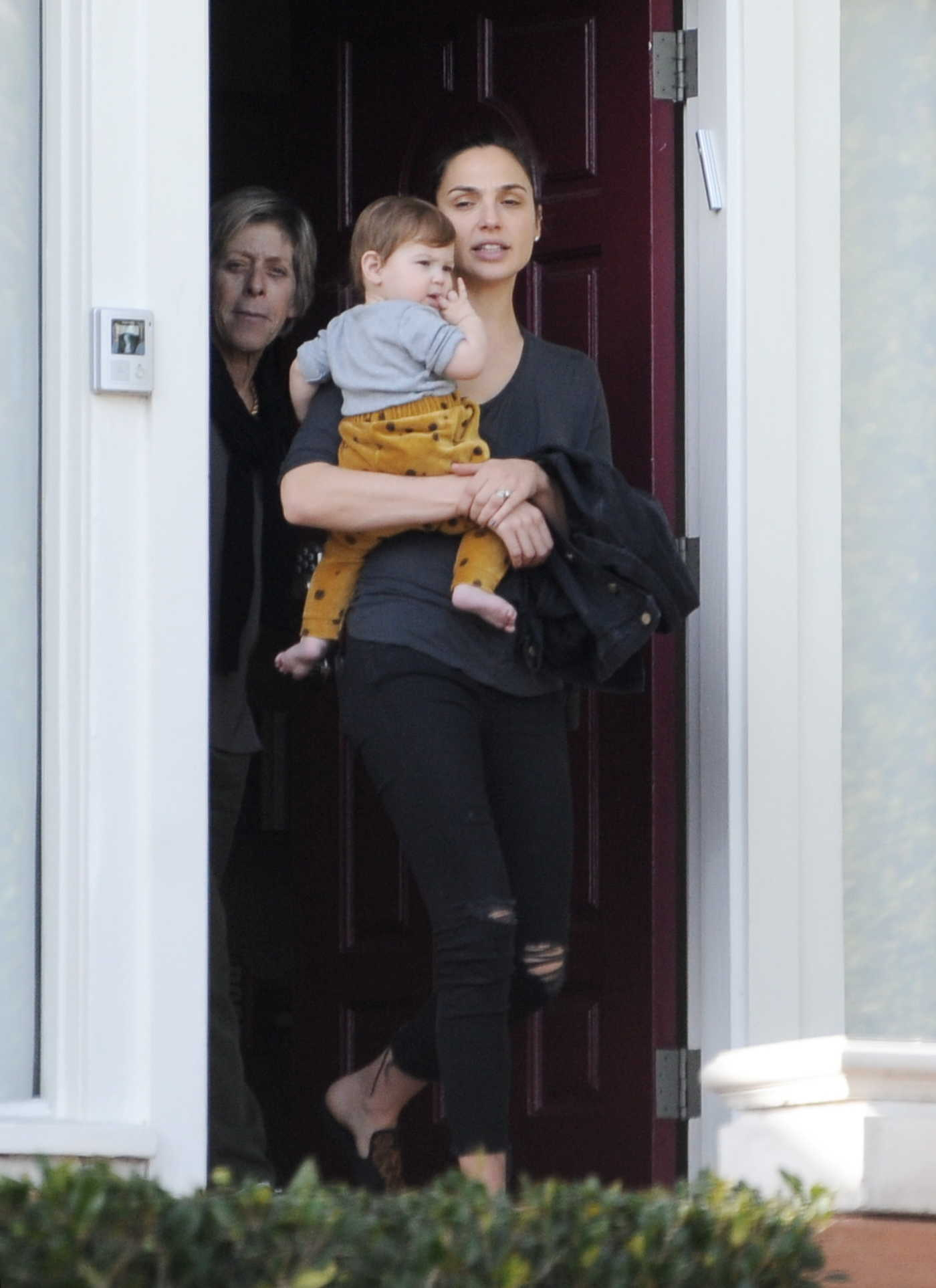 Gal Gadot Visits Her in-laws in LA 01/14/2018