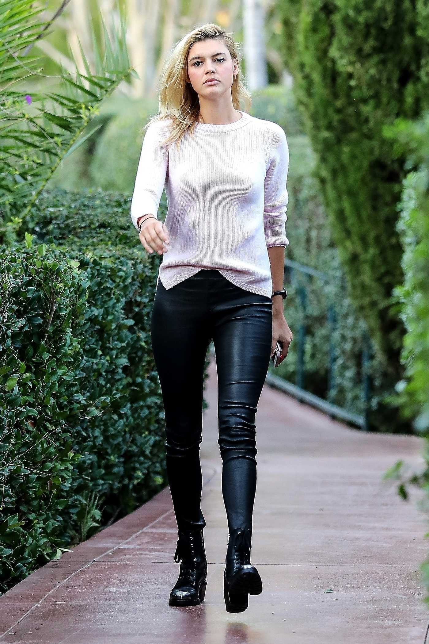 Kelly Rohrbach Heads to the Beverly Hills Hotel in Beverly Hills 01/24/2018